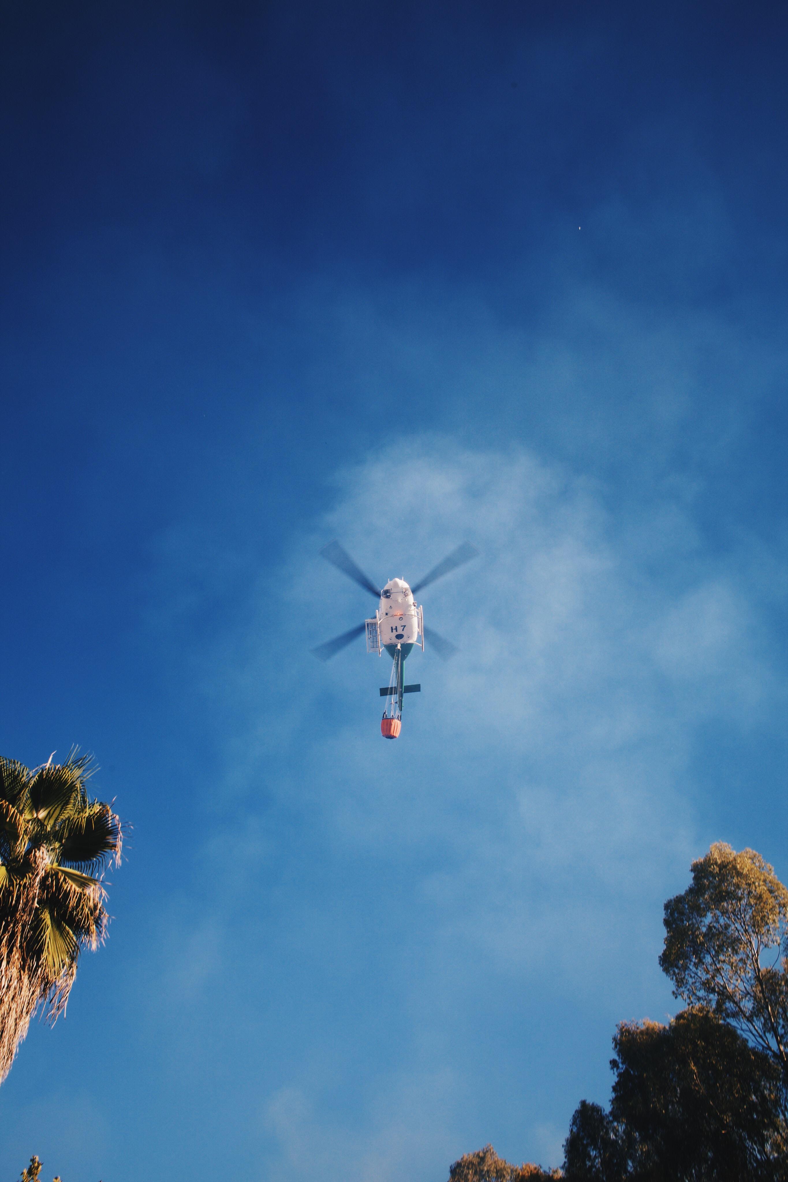 102544 Hintergrundbild herunterladen Sky, Hubschrauber, Verschiedenes, Sonstige, Flug, Wolke, Cloud - Bildschirmschoner und Bilder kostenlos