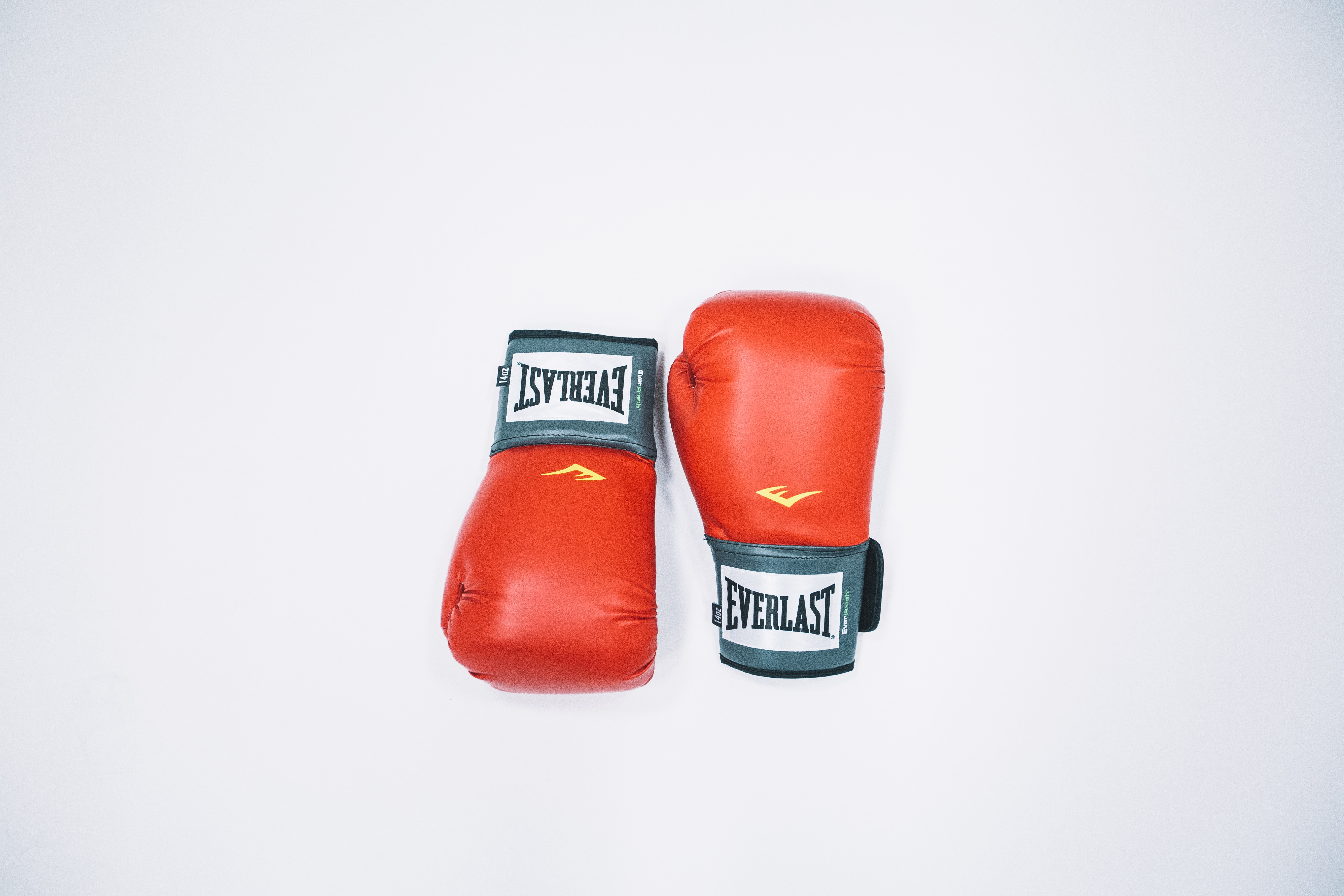 64031 download wallpaper Sports, Boxing, Minimalism, Boxing Gloves screensavers and pictures for free