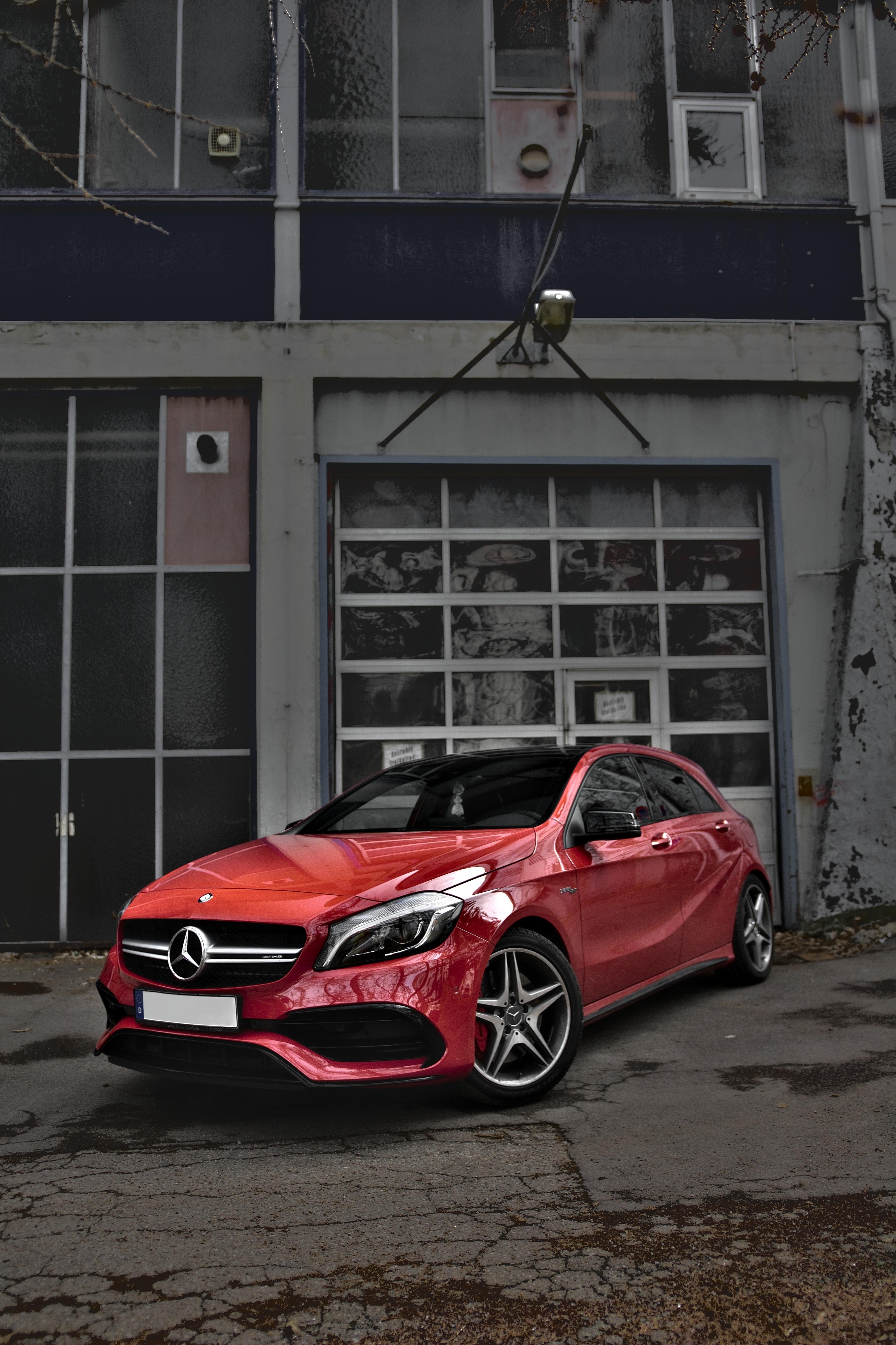 86366 скачать обои Тачки (Cars), Mercedes-Benz Cls-Class, Mercedes, Машина, Красный, Вид Сбоку, Городской - заставки и картинки бесплатно