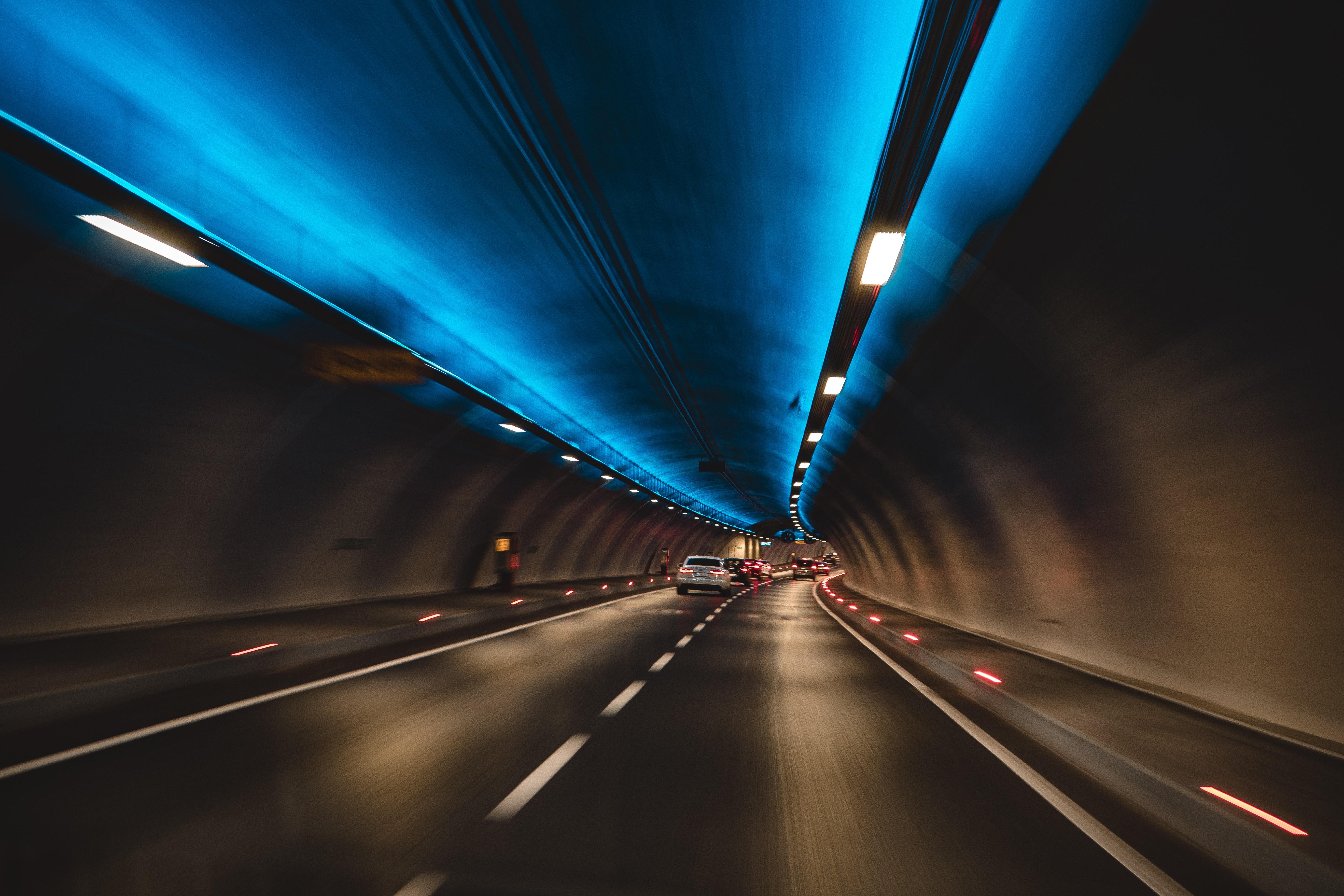 152023 завантажити шпалери Міста, Рух, Підсвічування, Освітлення, Швидкість, Автомобілі, Автомобілів, Тунель - заставки і картинки безкоштовно