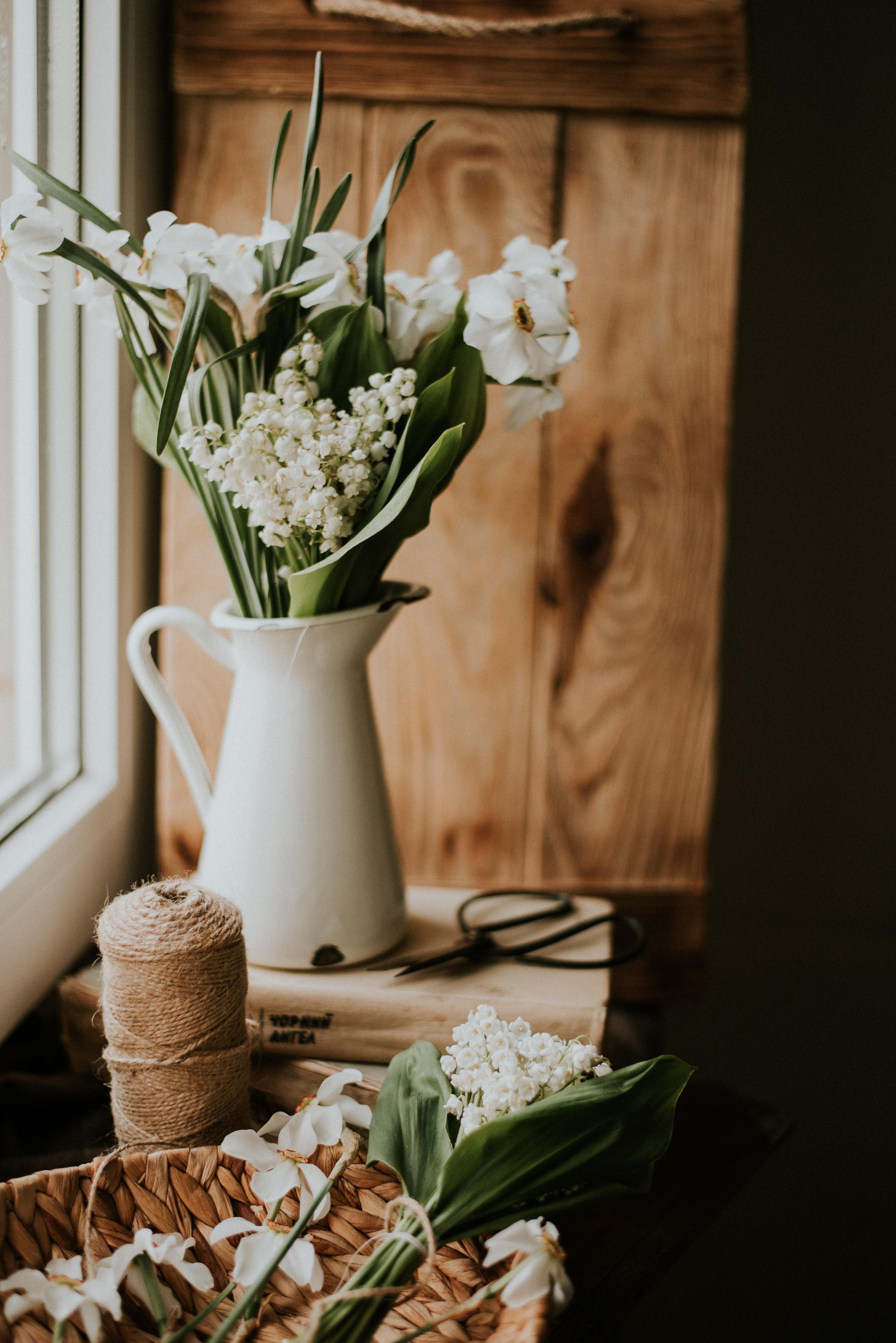 66954 免費下載壁紙 花卉, 花束, 房间, 铃兰, 水仙 屏保和圖片