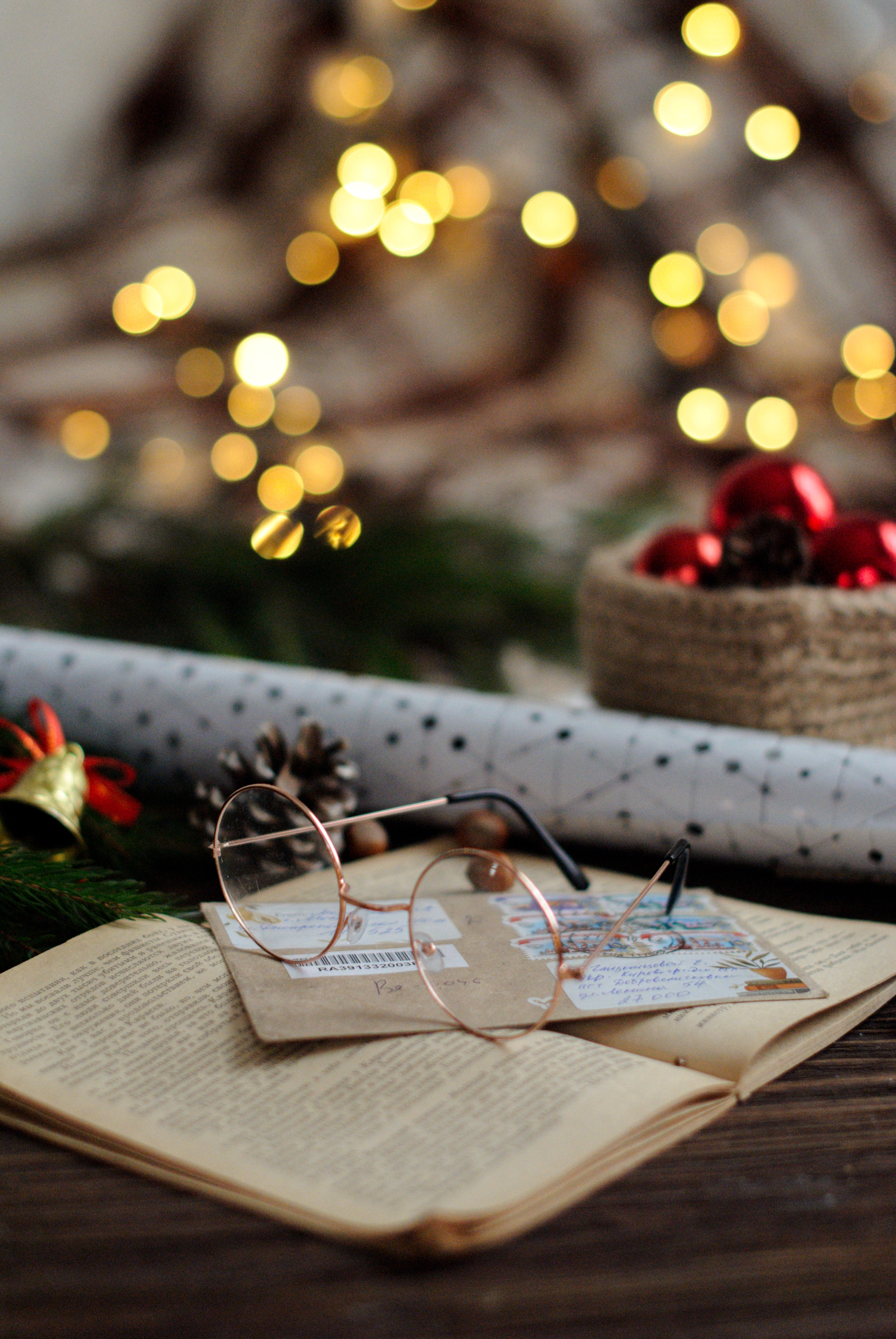 86199 скачать обои Праздники, Очки, Книга, Конверт, Украшения, Новый Год, Рождество - заставки и картинки бесплатно