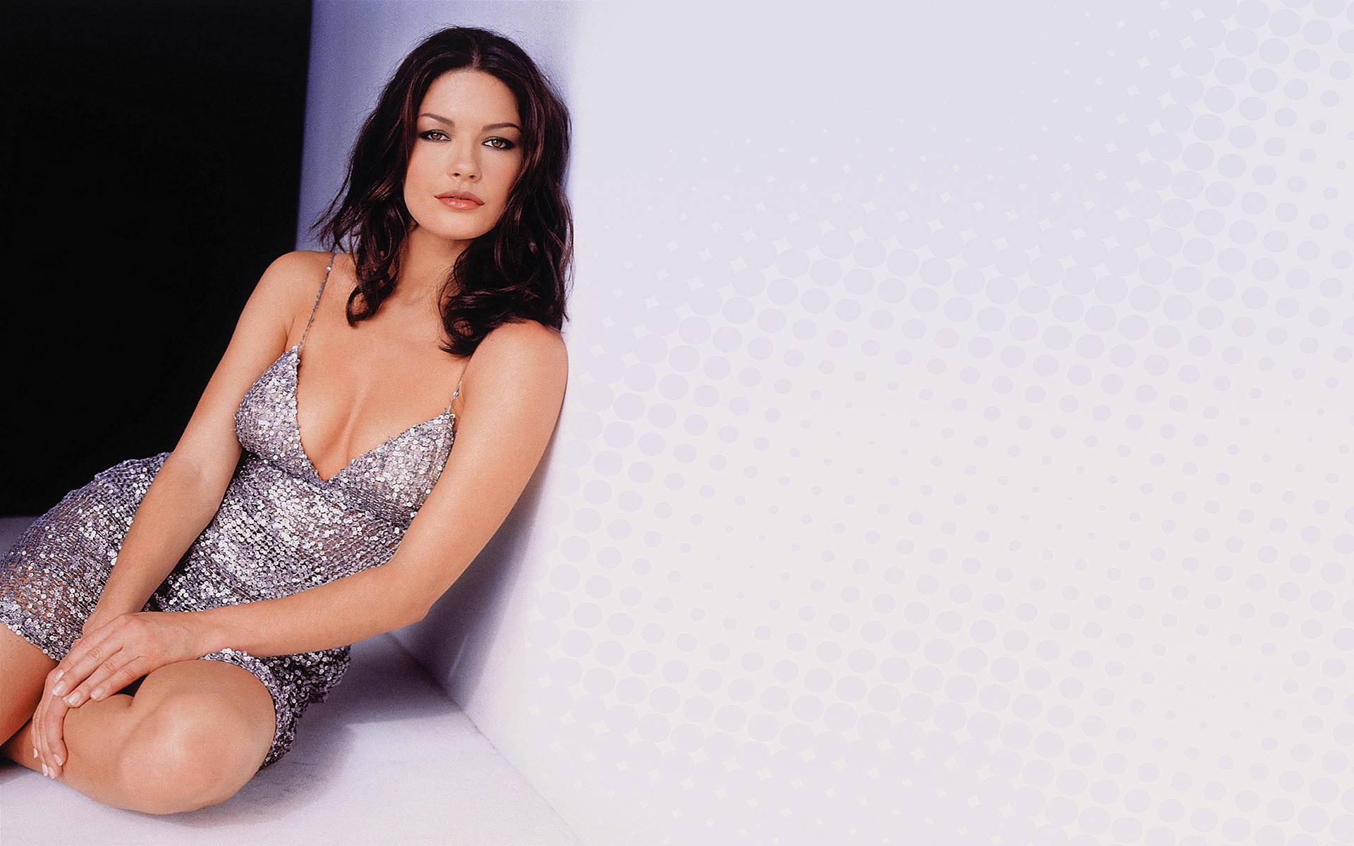 47679 download wallpaper Girls, People, Catherine Zeta-Jones screensavers and pictures for free