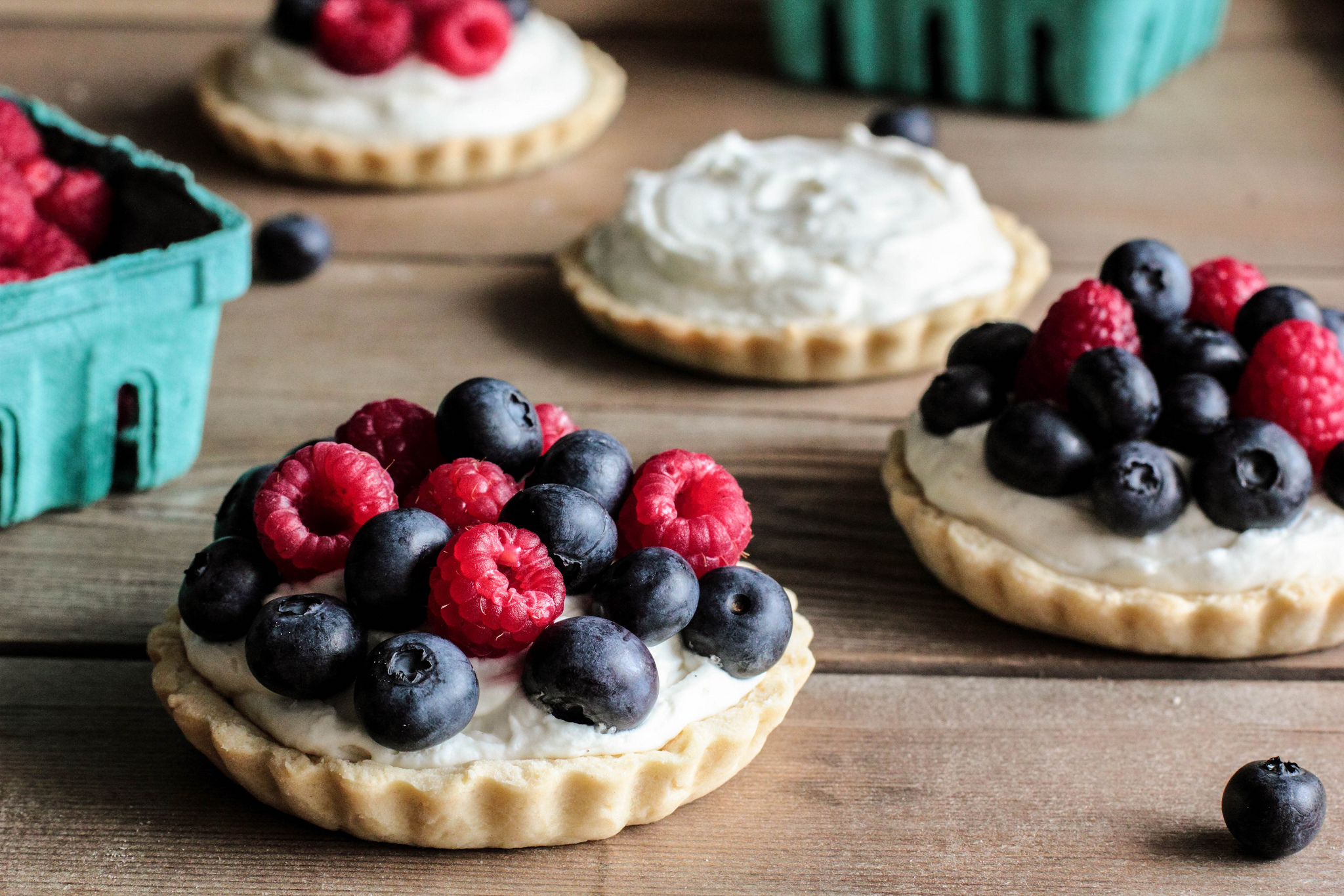 97860 Hintergrundbild herunterladen Lebensmittel, Himbeere, Blaubeeren, Berries, Kuchen - Bildschirmschoner und Bilder kostenlos