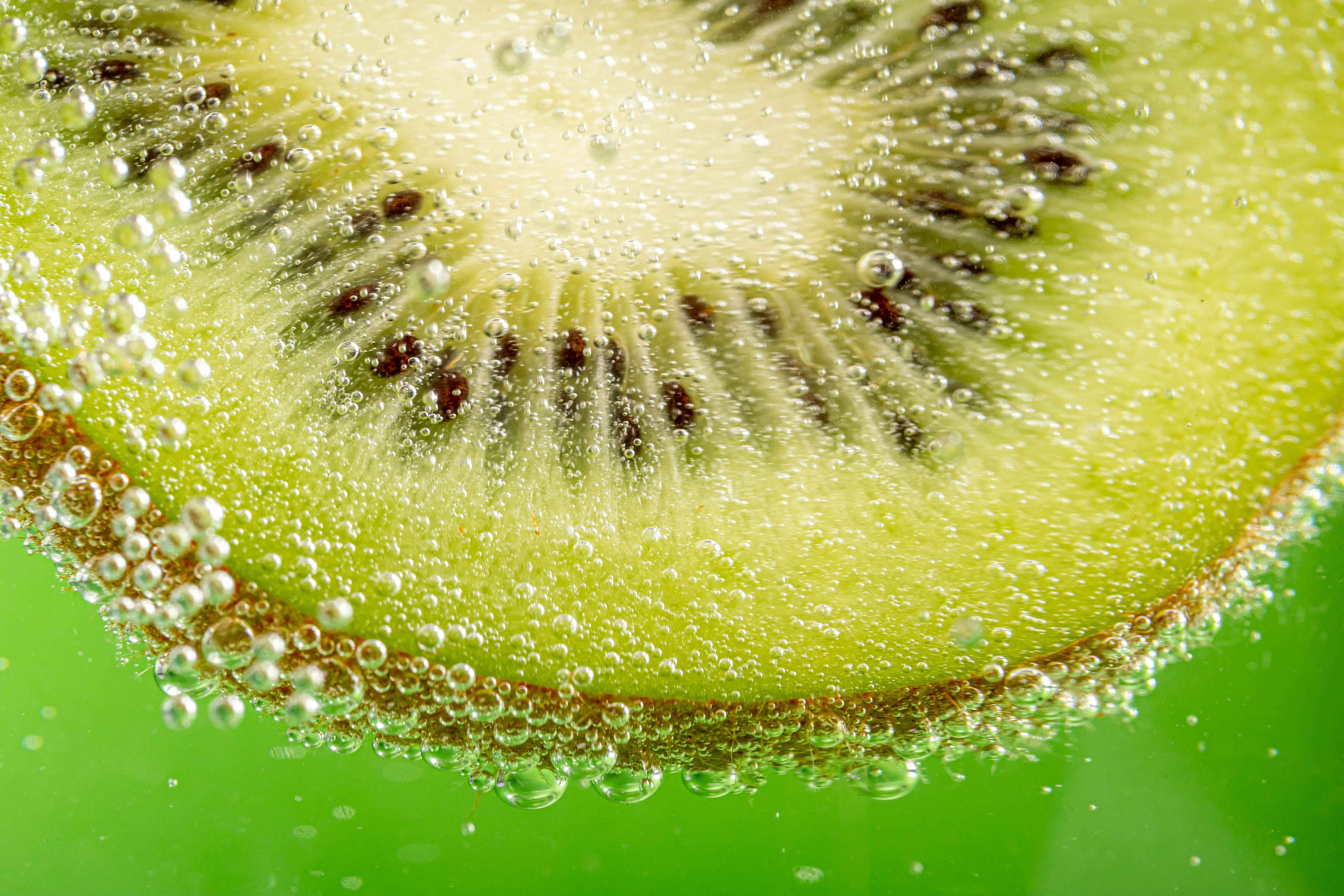 131723 download wallpaper Macro, Kiwi, Lobule, Clove, Bubbles screensavers and pictures for free