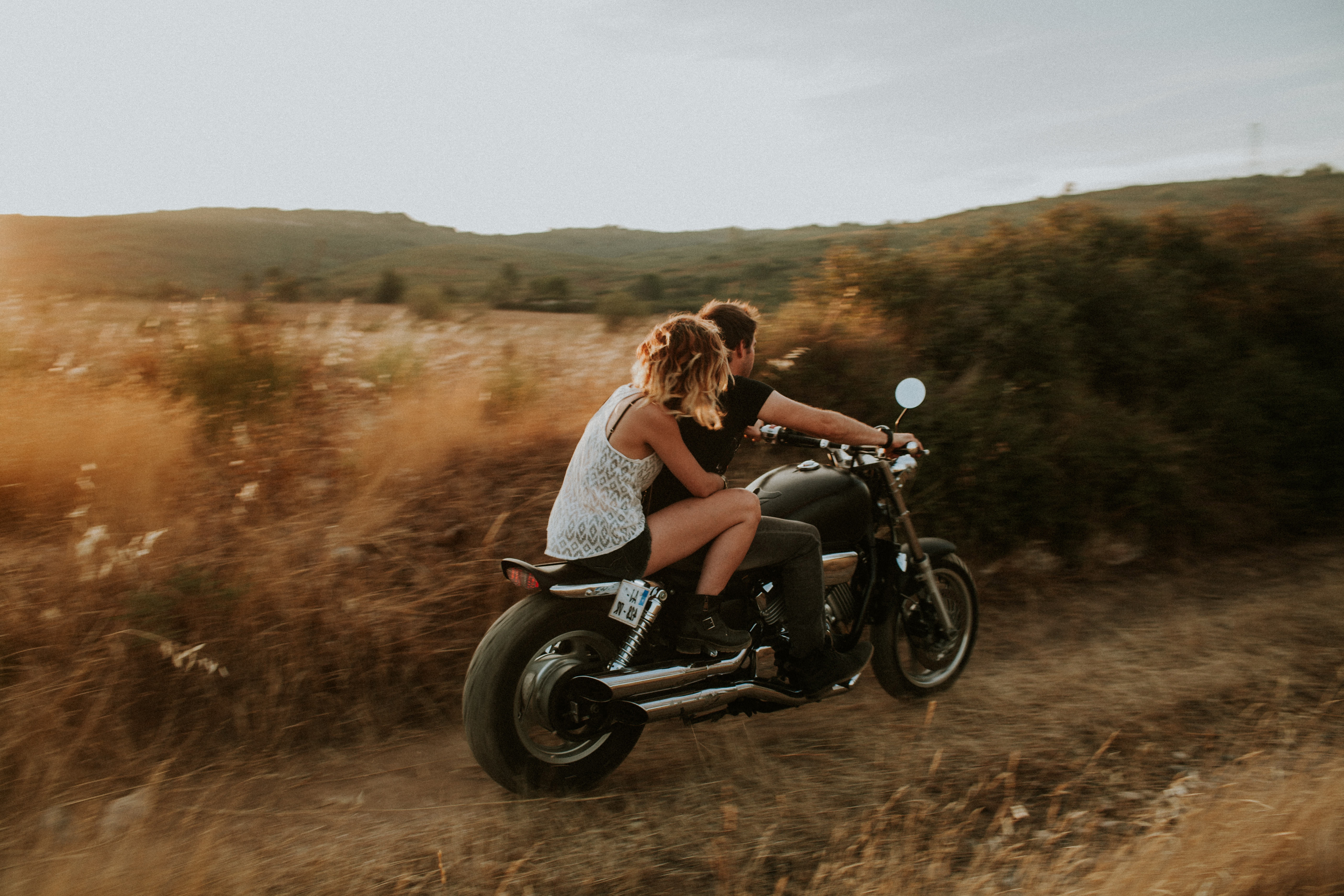 133477 download wallpaper Couple, Pair, Motorcycle, Love, Speed screensavers and pictures for free