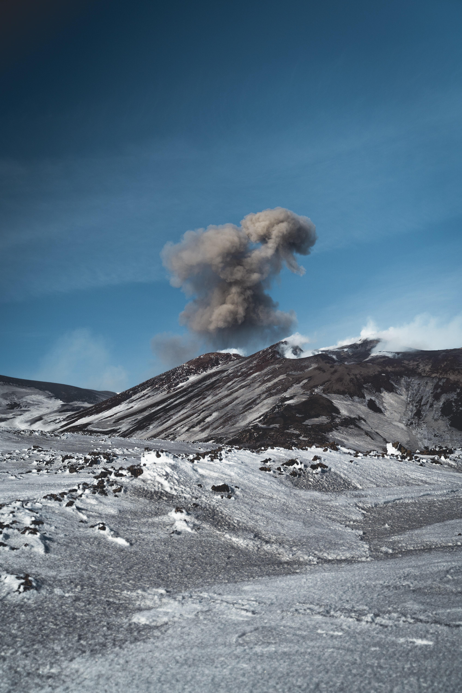 143749 免費下載壁紙 性质, 火山, 山, 戈拉, 云, 云端, 灰, 灰烬 屏保和圖片