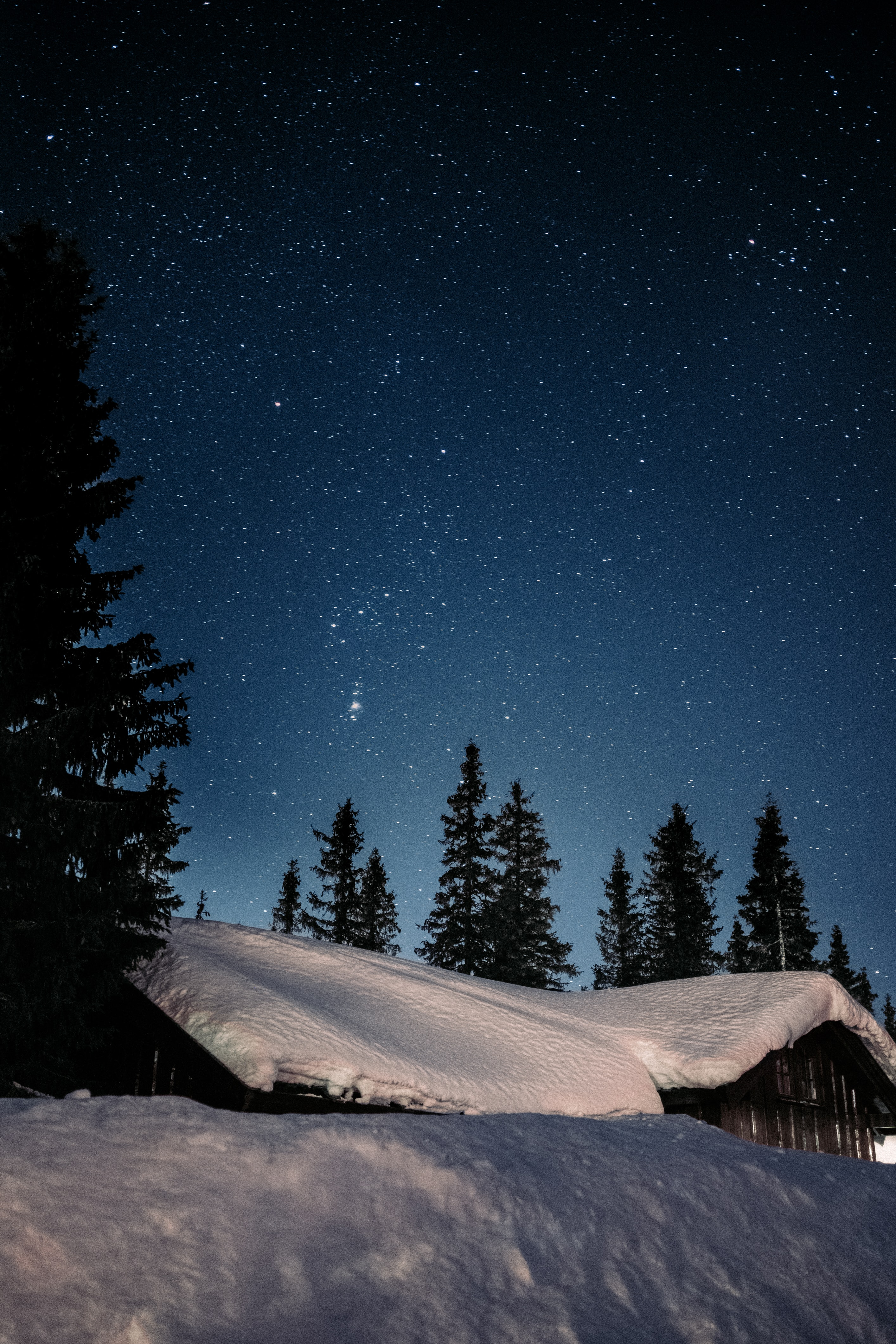 134361 скачать обои Темные, Дом, Снег, Звездное Небо, Ночь, Зима, Звезды - заставки и картинки бесплатно