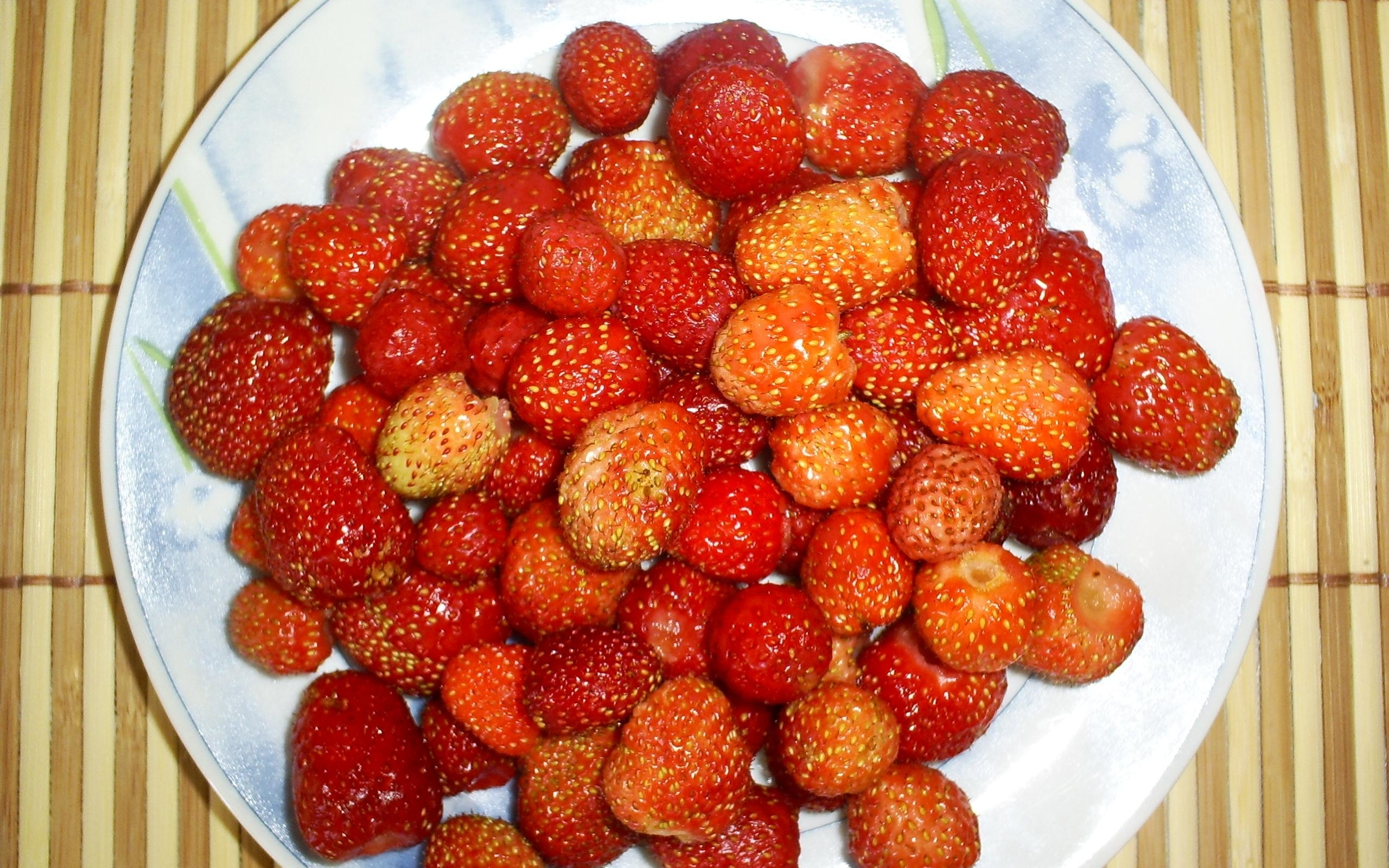 6244 download wallpaper Fruits, Food, Strawberry, Berries screensavers and pictures for free