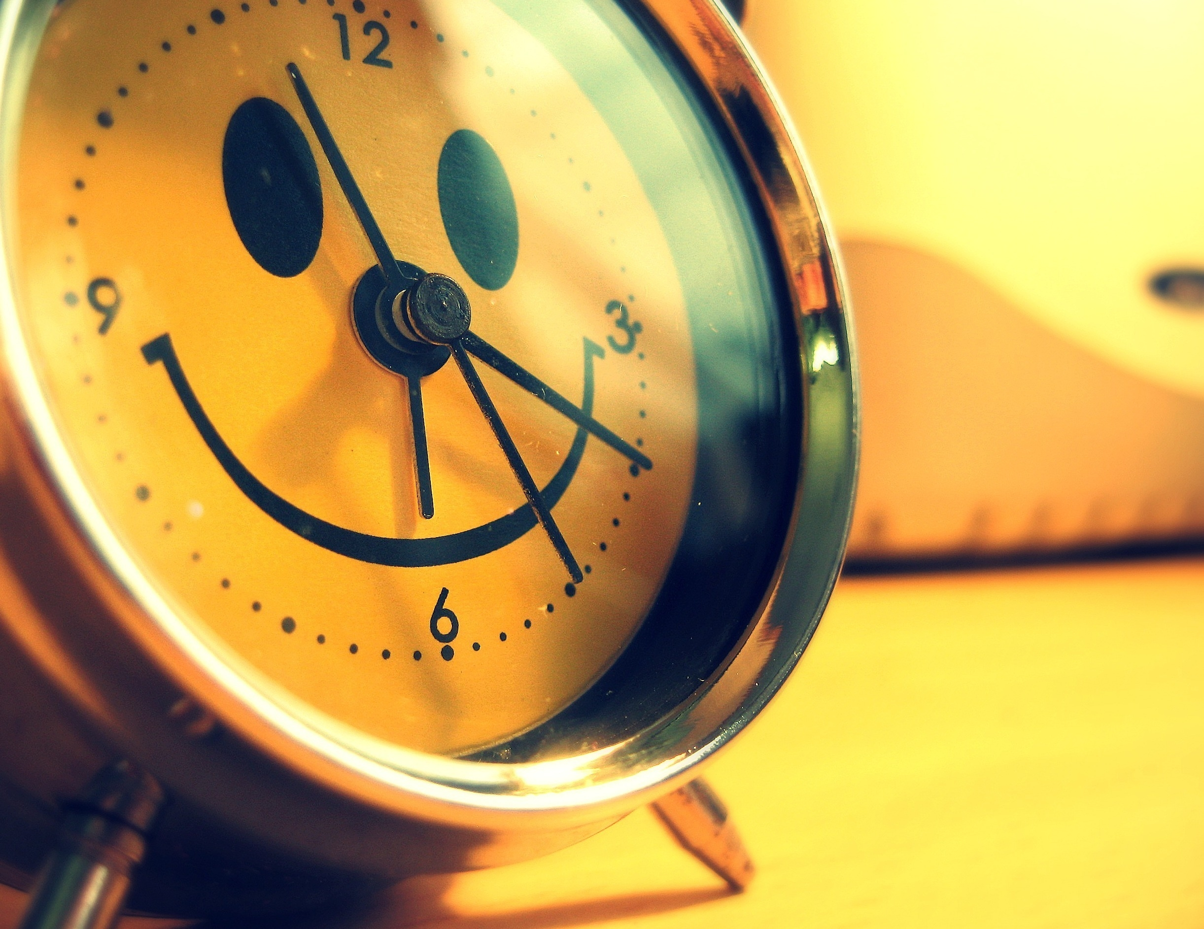 55152 download wallpaper Miscellanea, Miscellaneous, Alarm Clock, Smile, Cool, Creative screensavers and pictures for free