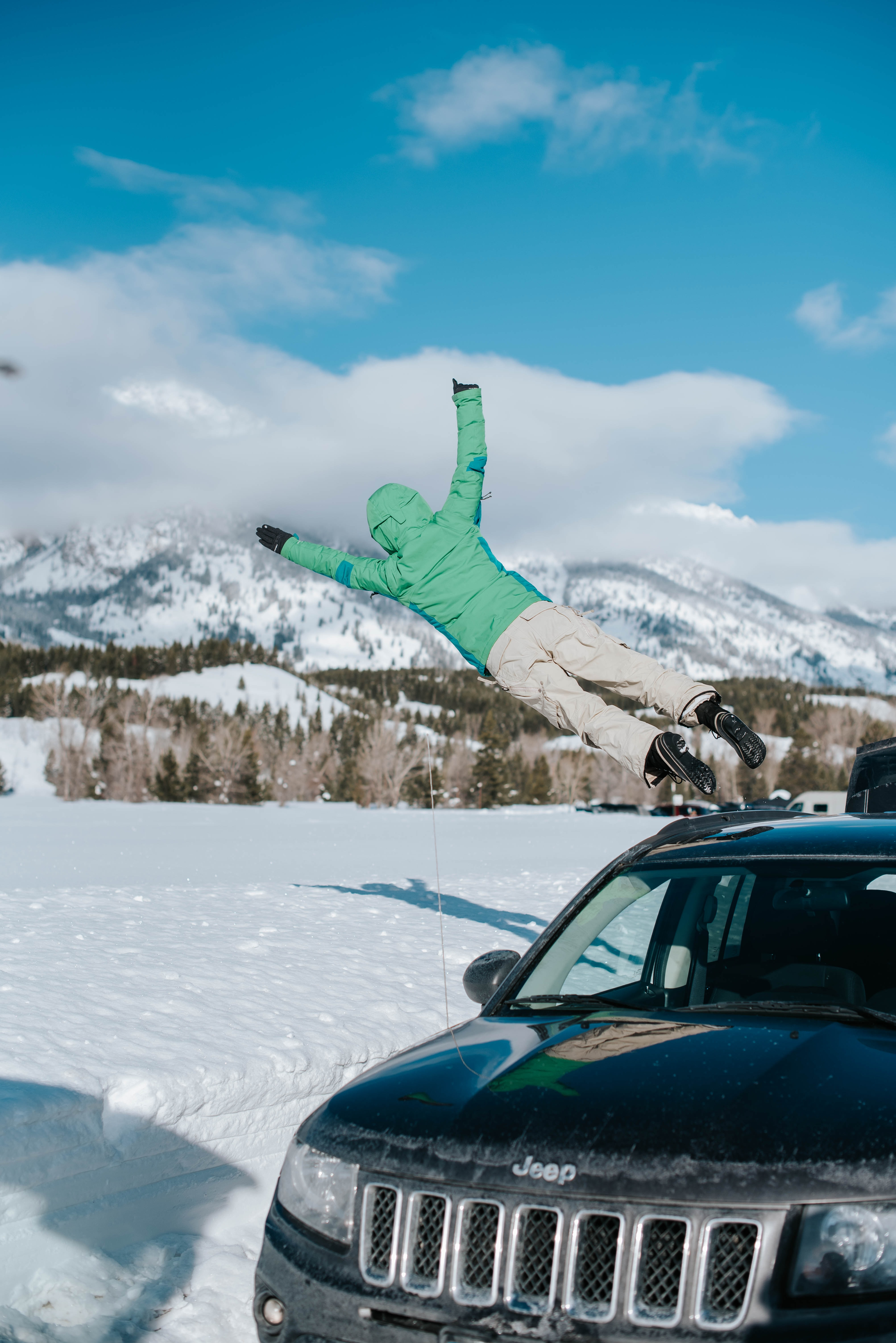 137266 download wallpaper Miscellanea, Miscellaneous, Bounce, Jump, Car, Machine, Snow, Mountains screensavers and pictures for free