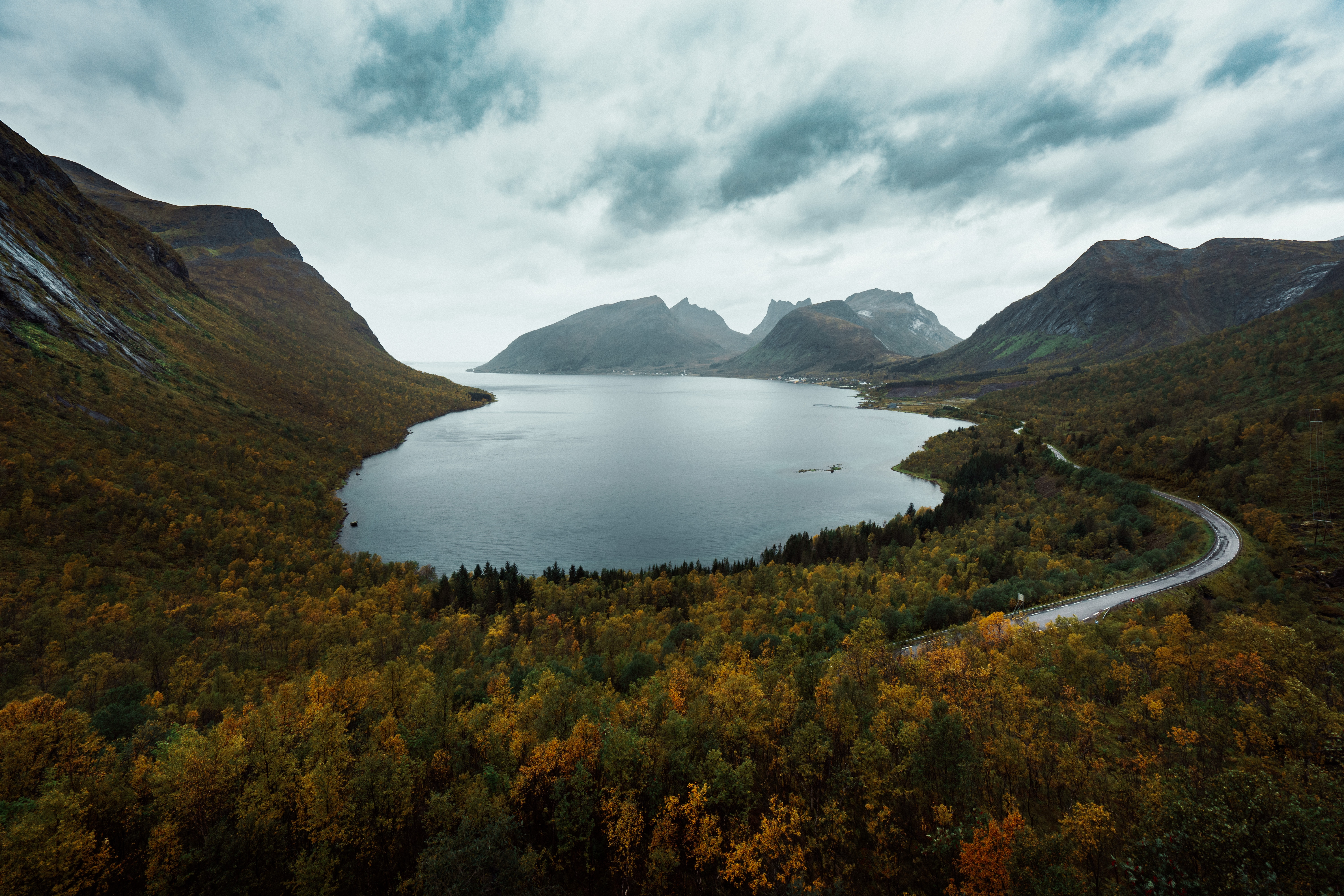 50865 download wallpaper Nature, Lake, View From Above, Berg, Norway, Mountains screensavers and pictures for free