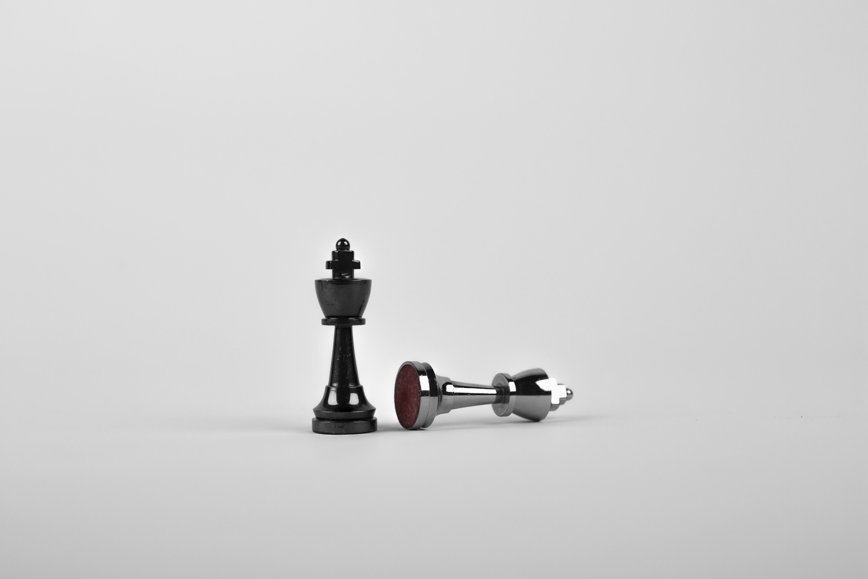 136058 Hintergrundbild herunterladen Chess, Minimalismus, König, Schachfiguren - Bildschirmschoner und Bilder kostenlos