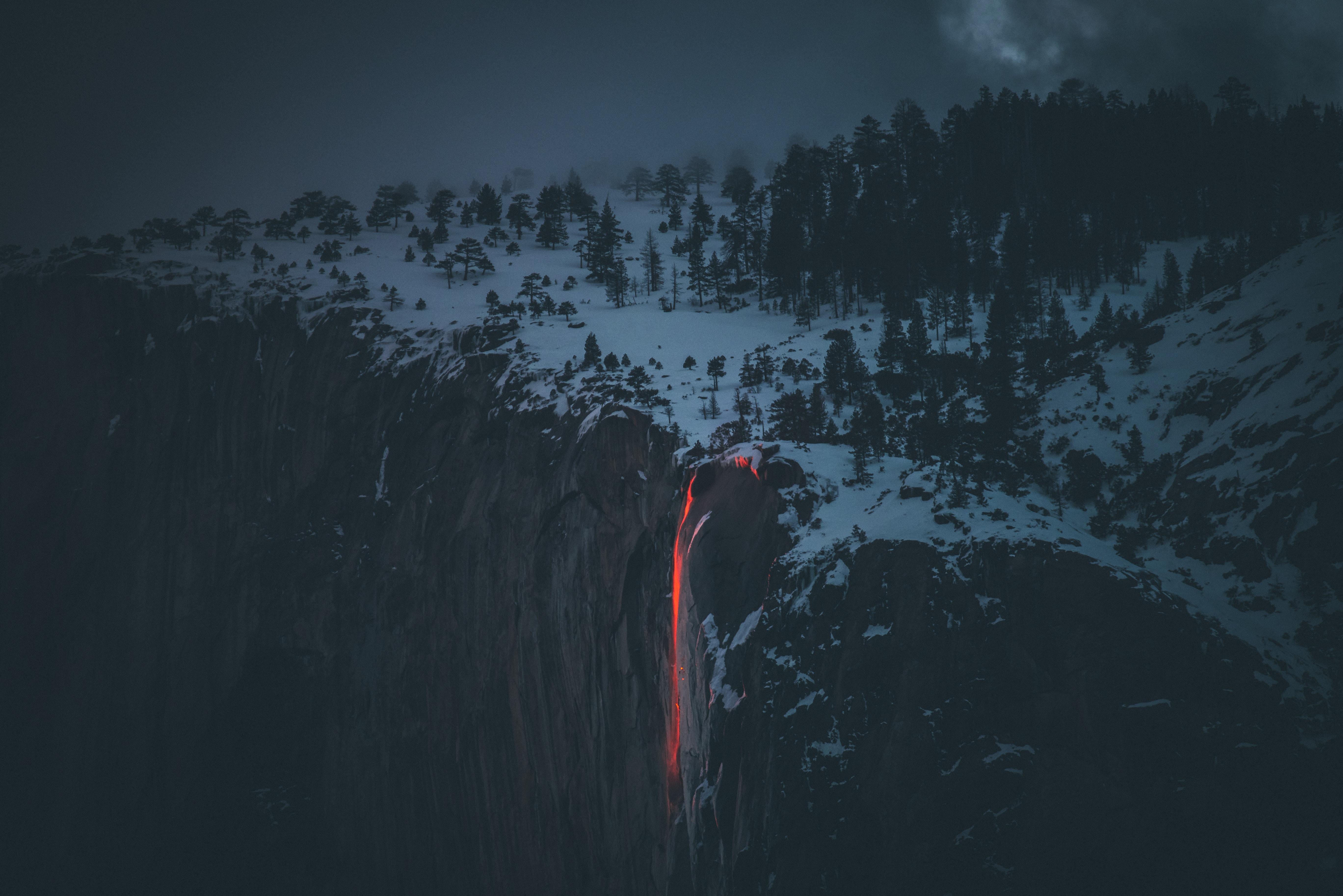 122013 скачать обои Туман, Лава, Зима, Природа, Снег, Обрыв, Вулкан - заставки и картинки бесплатно