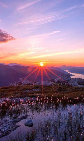 63005 скачать обои Природа, Закат, Озеро, Камни, Скалы, Небо, Свет, Облака, Безмятежность, Река, Даль, Лучи, Горы, Пейзаж - заставки и картинки бесплатно