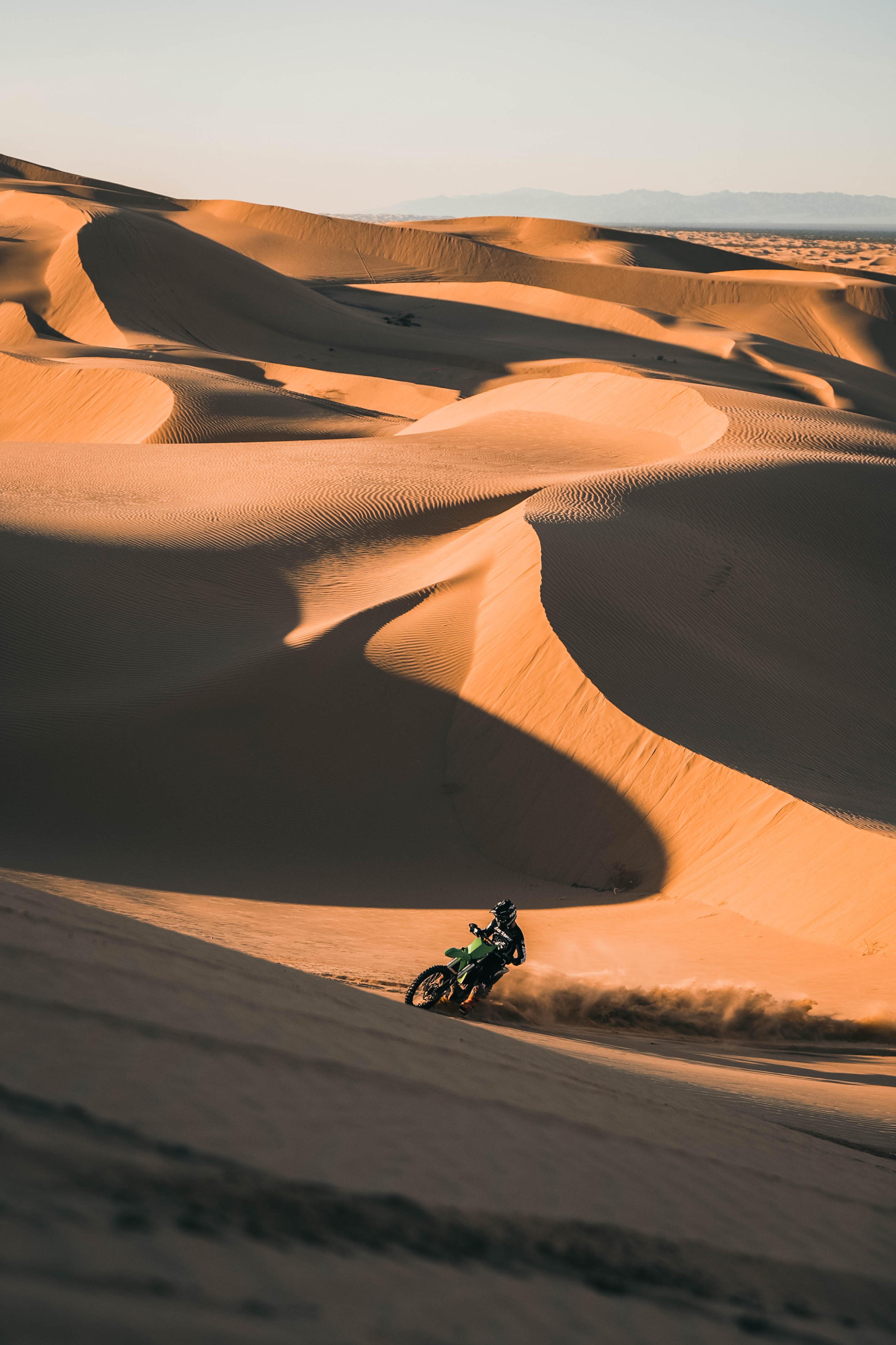 123154 скачать обои Песок, Мотоциклы, Пустыня, Ралли, Мотоциклист, Мотоцикл, Ktm - заставки и картинки бесплатно