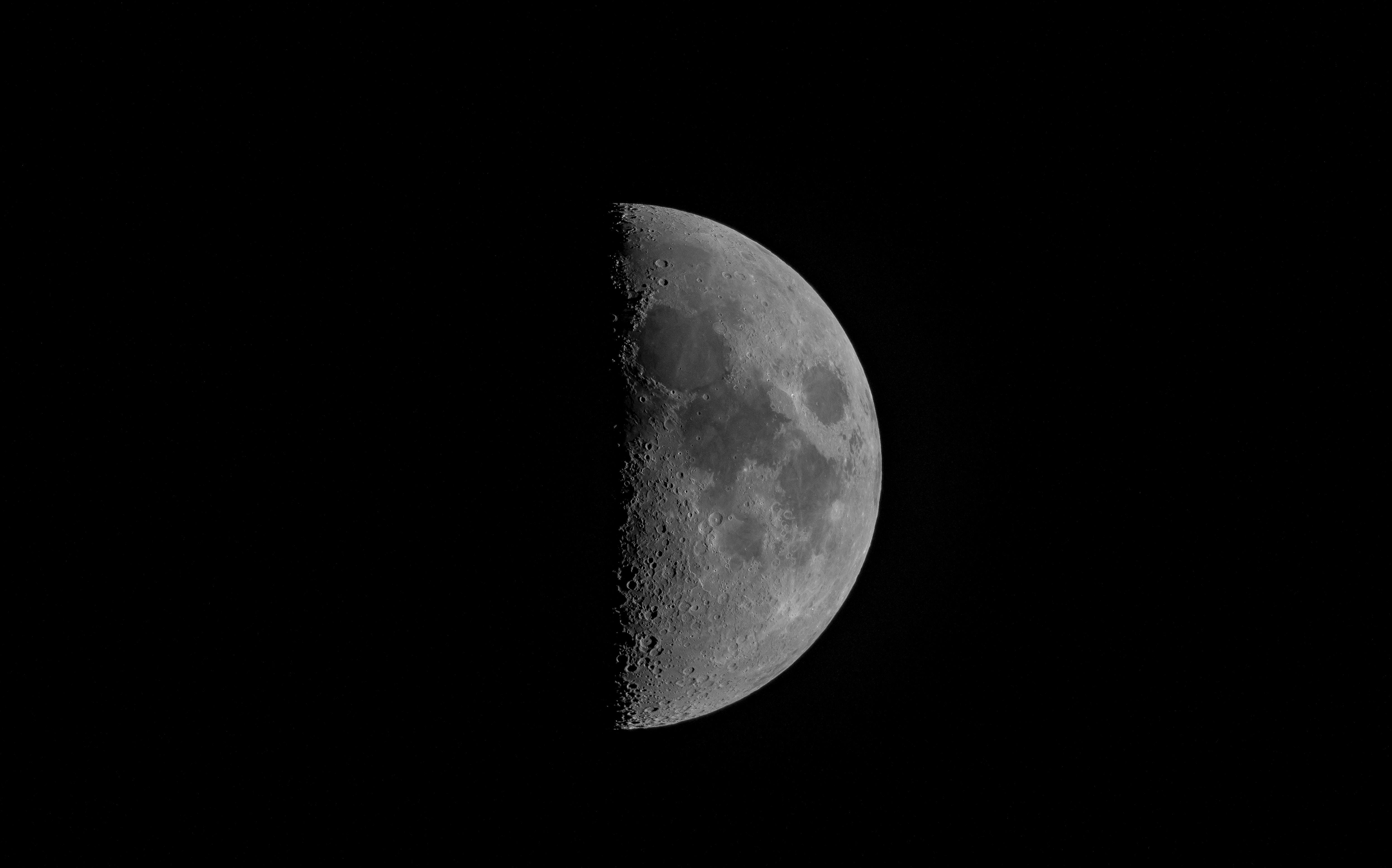 140347 скачать обои Луна, Полнолуние, Чб, Планета, Темный, Космос - заставки и картинки бесплатно