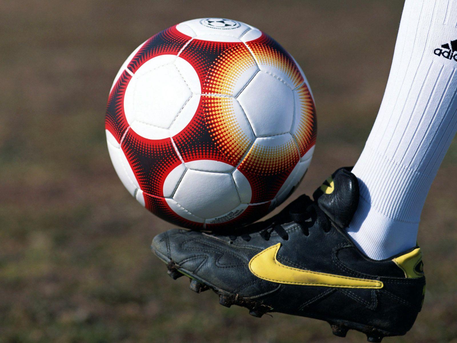 126857 скачать обои Спорт, Мяч, Нога, Футбол, Бутсы, Поле - заставки и картинки бесплатно