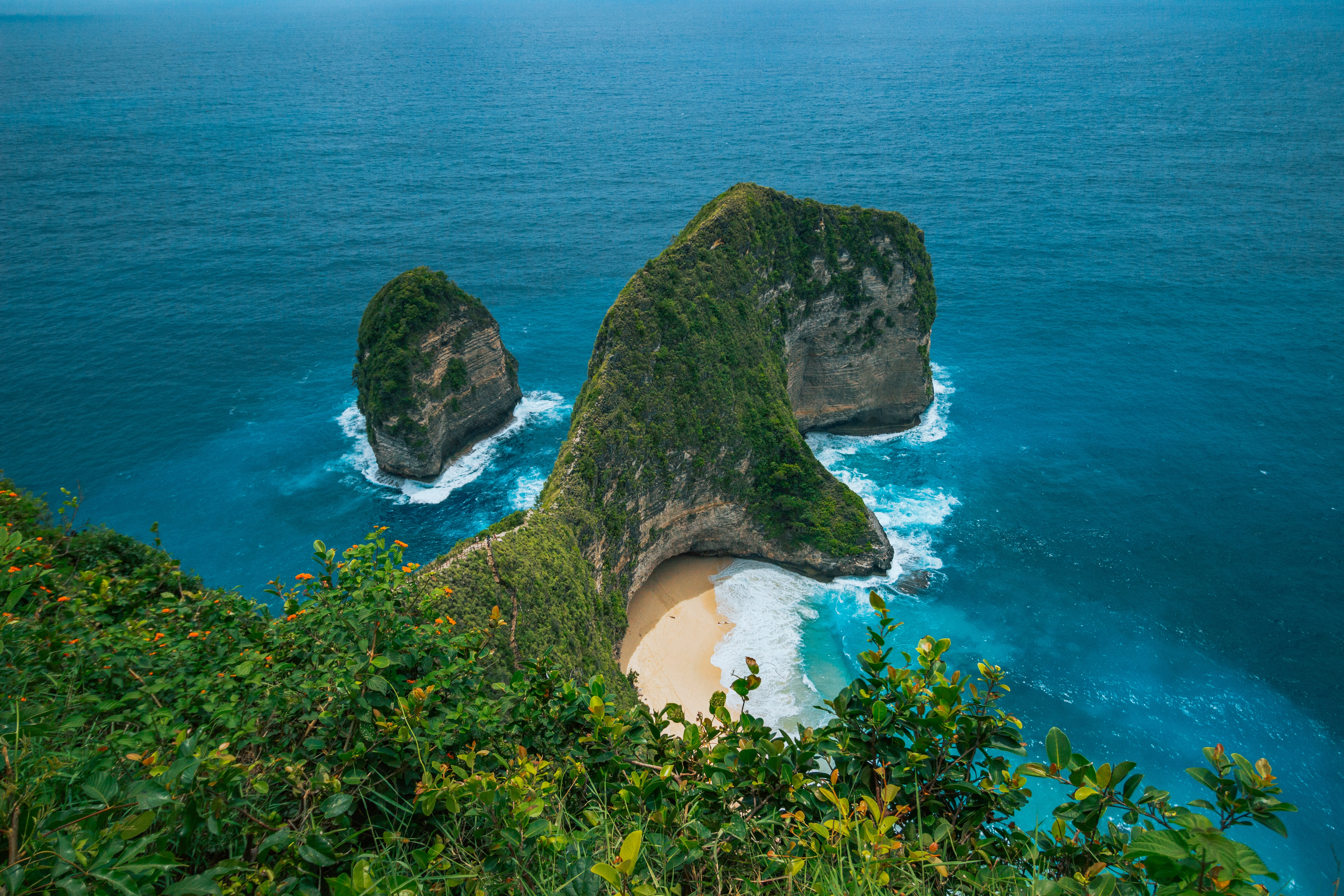 109855 download wallpaper Nature, Sea, Rock, Break, Precipice, Vegetation, Cliff screensavers and pictures for free