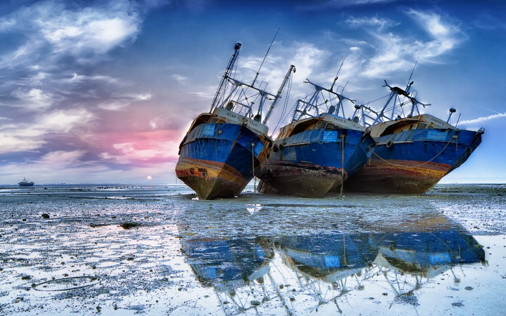 155943 download wallpaper Miscellanea, Miscellaneous, Ships, Sea, Stranded, Shallow screensavers and pictures for free