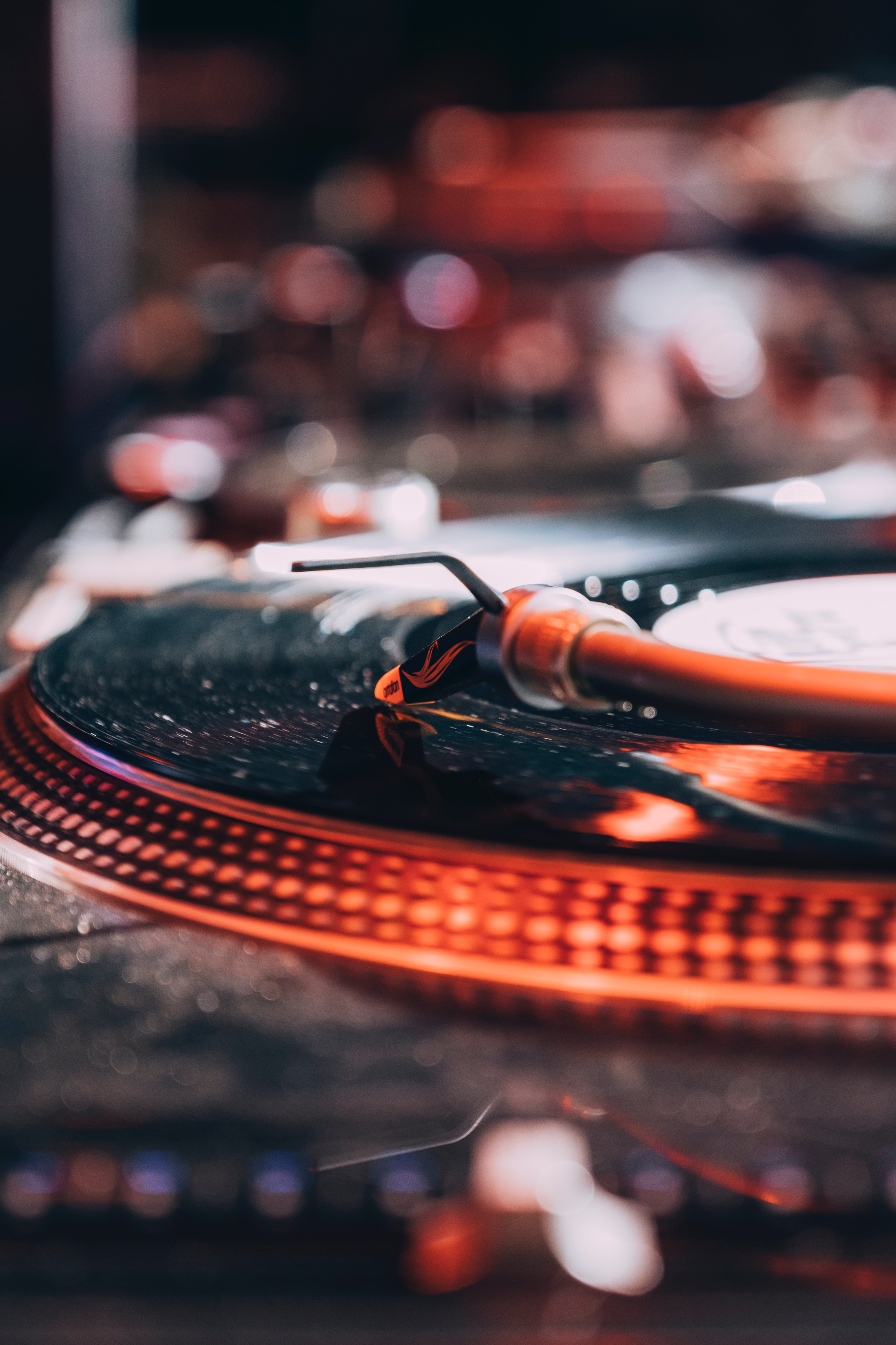 124787 download wallpaper Music, Vinyl Player, Vinyl, Plate, Macro screensavers and pictures for free