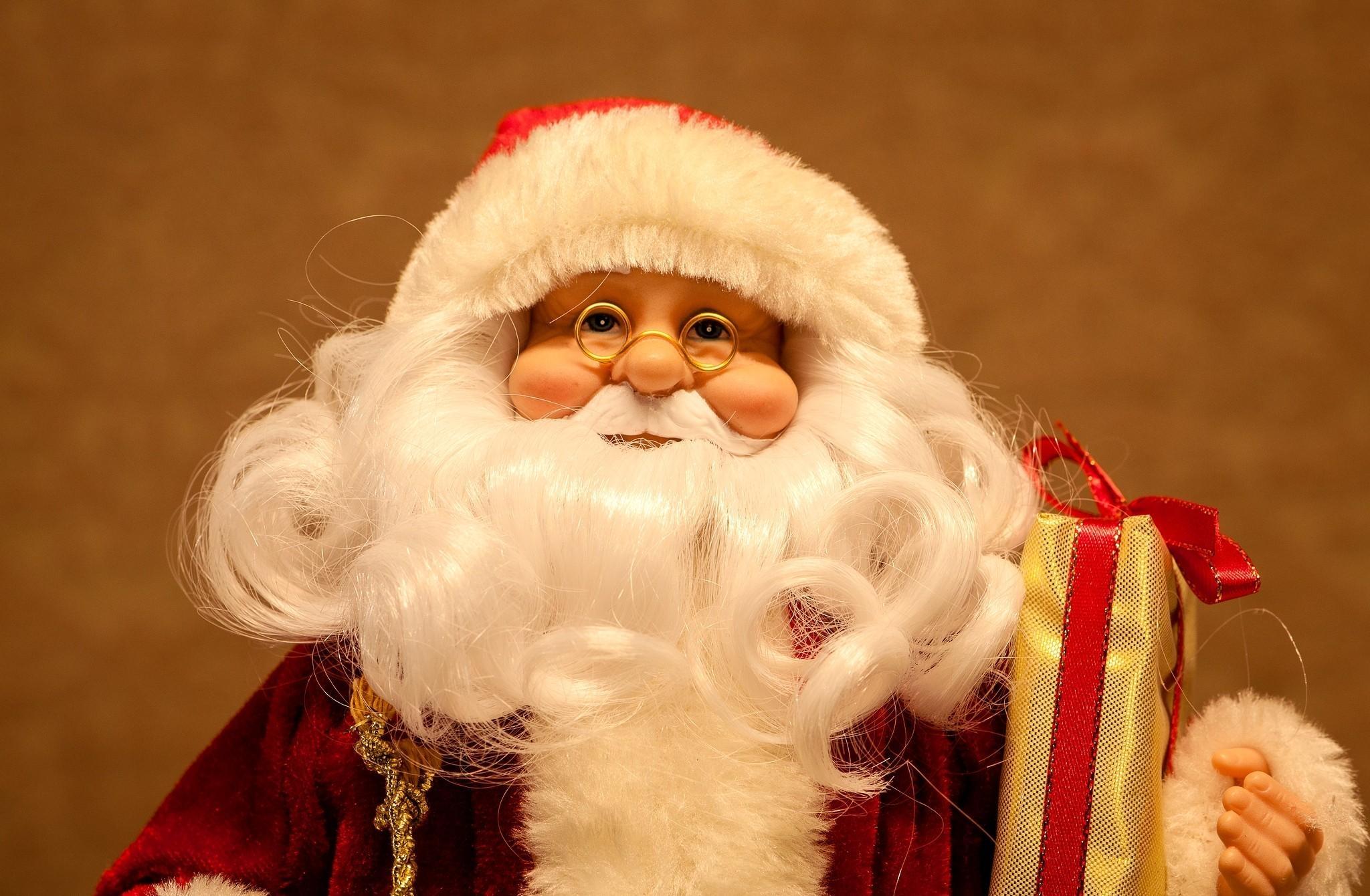 87488 скачать обои Праздники, Санта Клаус, Очки, Подарок, Рождество - заставки и картинки бесплатно