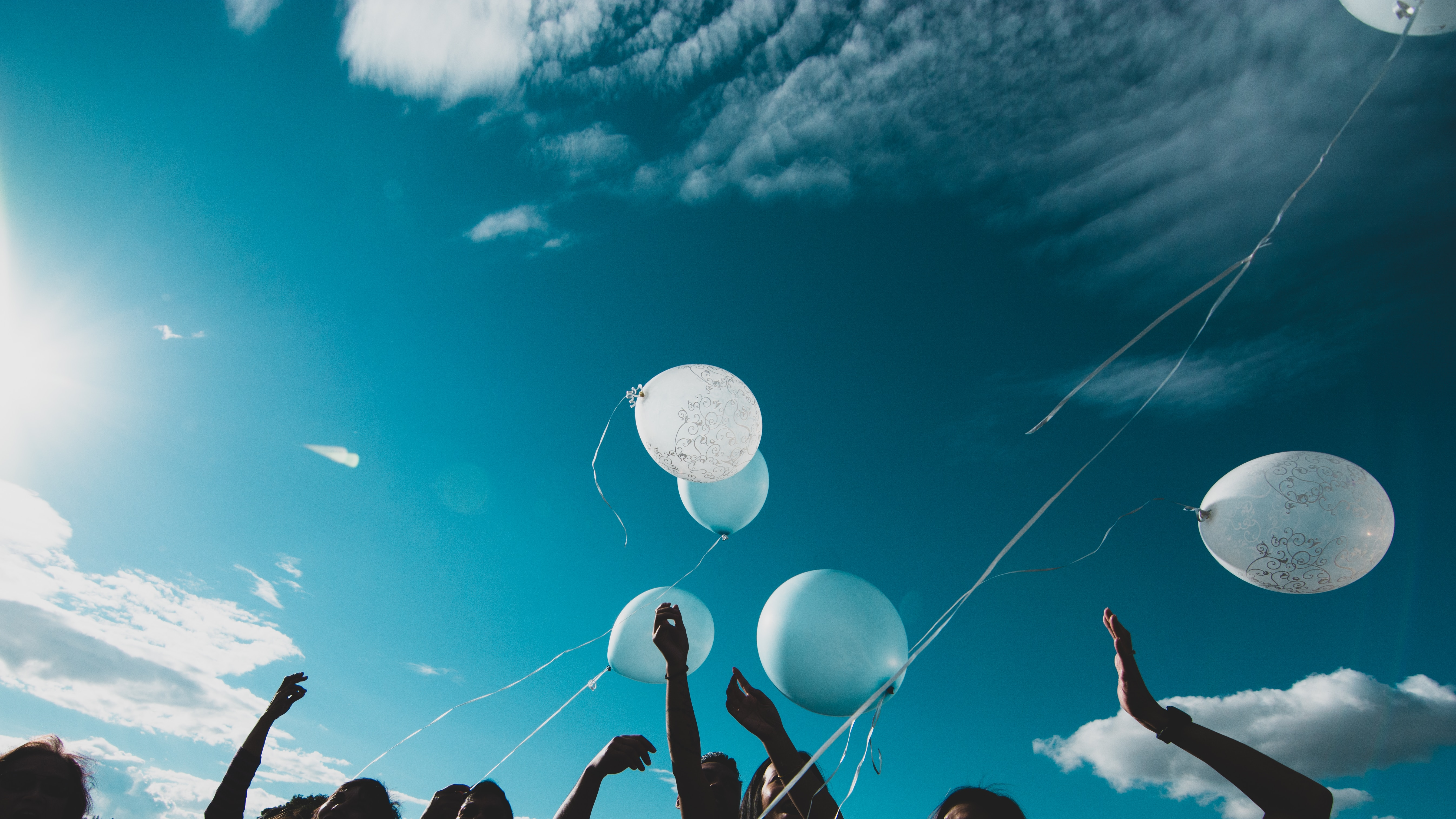98948 Screensavers and Wallpapers Balloons for phone. Download People, Sky, Balloons, Miscellanea, Miscellaneous, Hands, Air Balloons, Fly, To Fly pictures for free