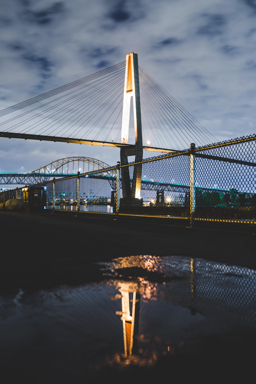 141708 télécharger le fond d'écran Ville De Nuit, Pont, Clôture, Grille, Lumières De La Ville, Villes - économiseurs d'écran et images gratuitement