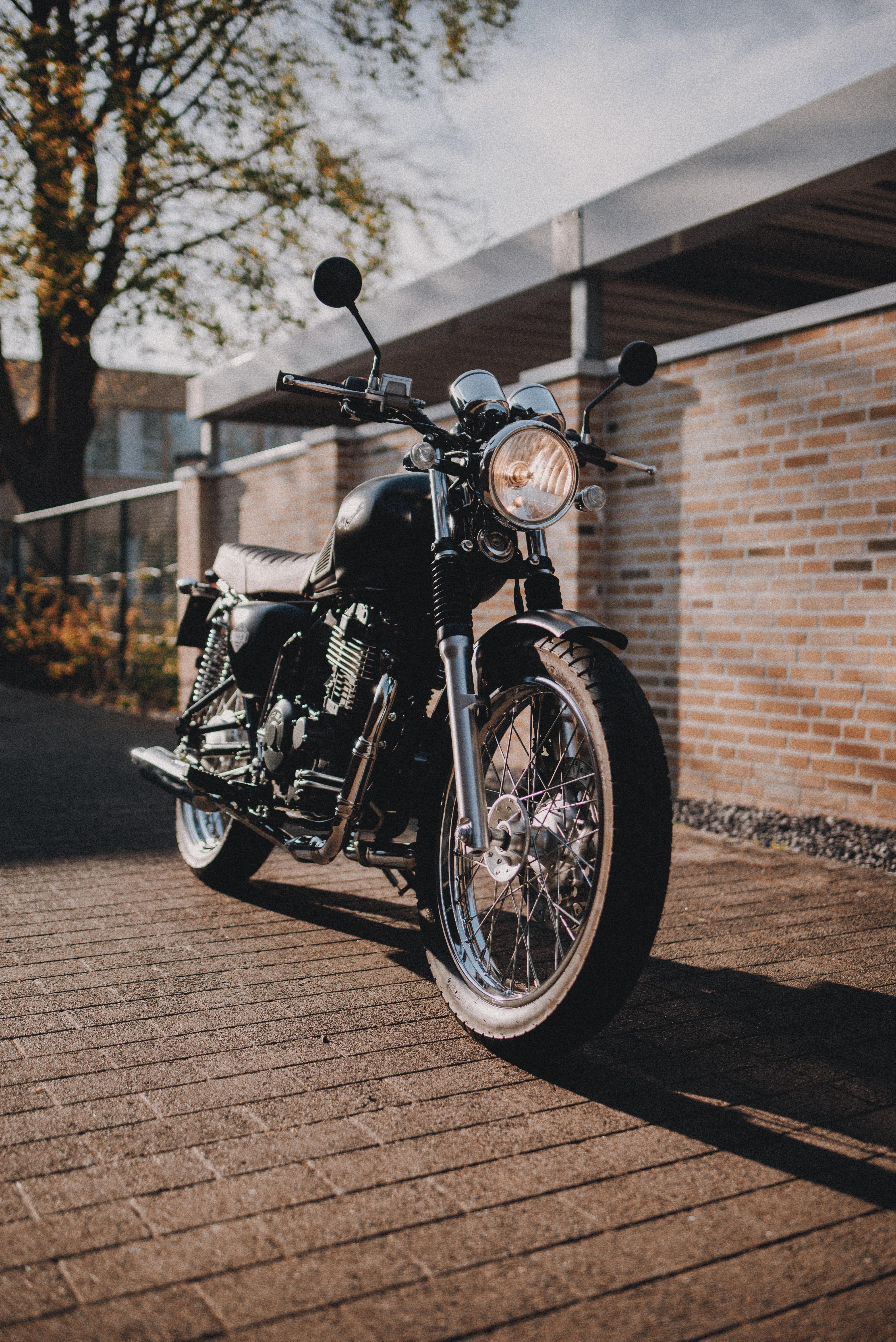 118604 скачать обои Мотоциклы, Мотоцикл, Фара, Черный, Улица - заставки и картинки бесплатно