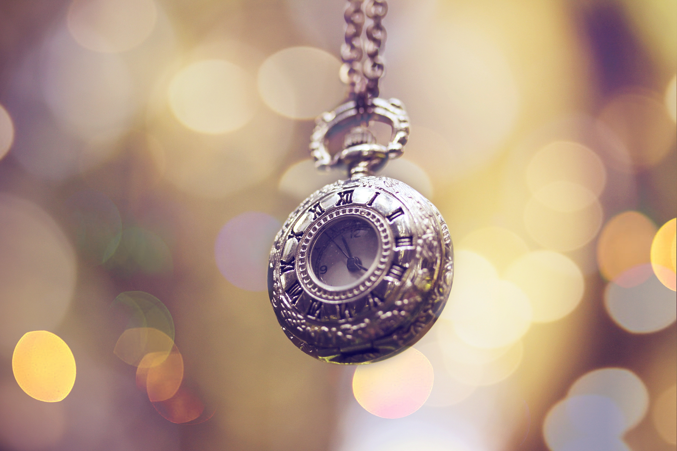61648 download wallpaper Miscellanea, Miscellaneous, Pocket Watch, Chain, Decoration, Glare screensavers and pictures for free