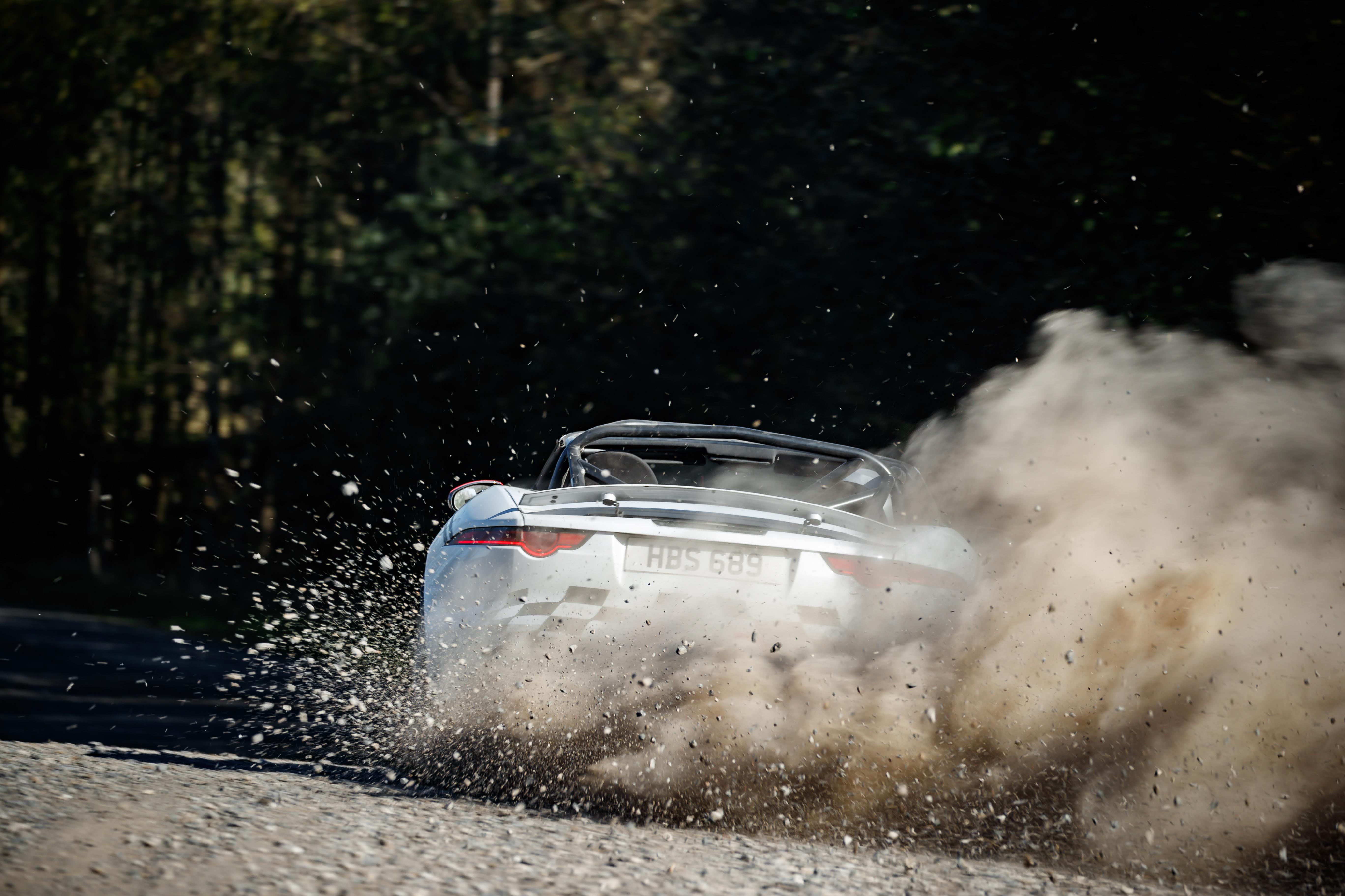 76260 скачать обои Ягуар (Jaguar), Ралли, Тачки (Cars), Белый, Спорткар, Дрифт, Jaguar F-Type - заставки и картинки бесплатно