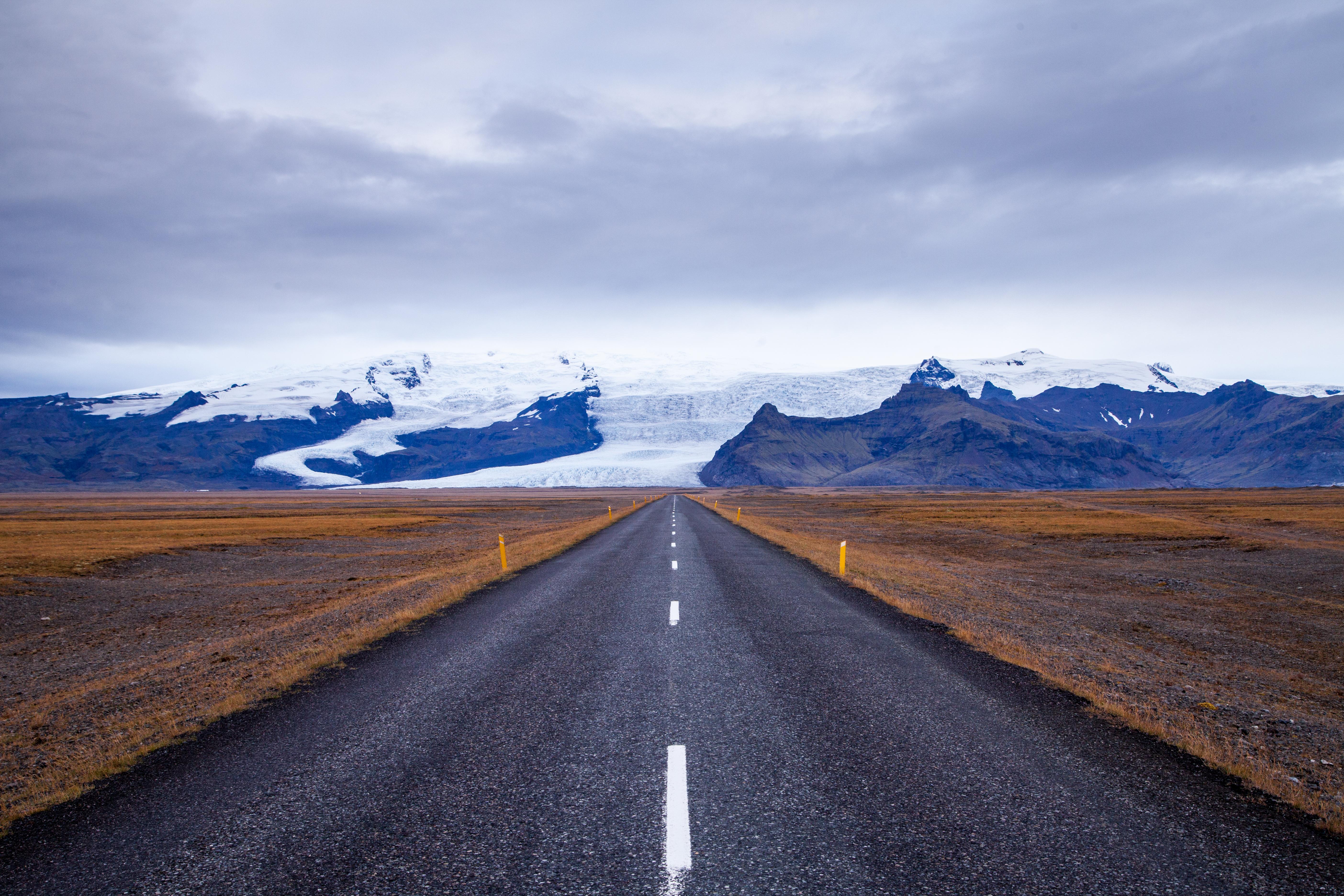 53246 скачать обои Природа, Дорога, Разметка, Асфальт, Снег, Лед, Исландия, Горы - заставки и картинки бесплатно