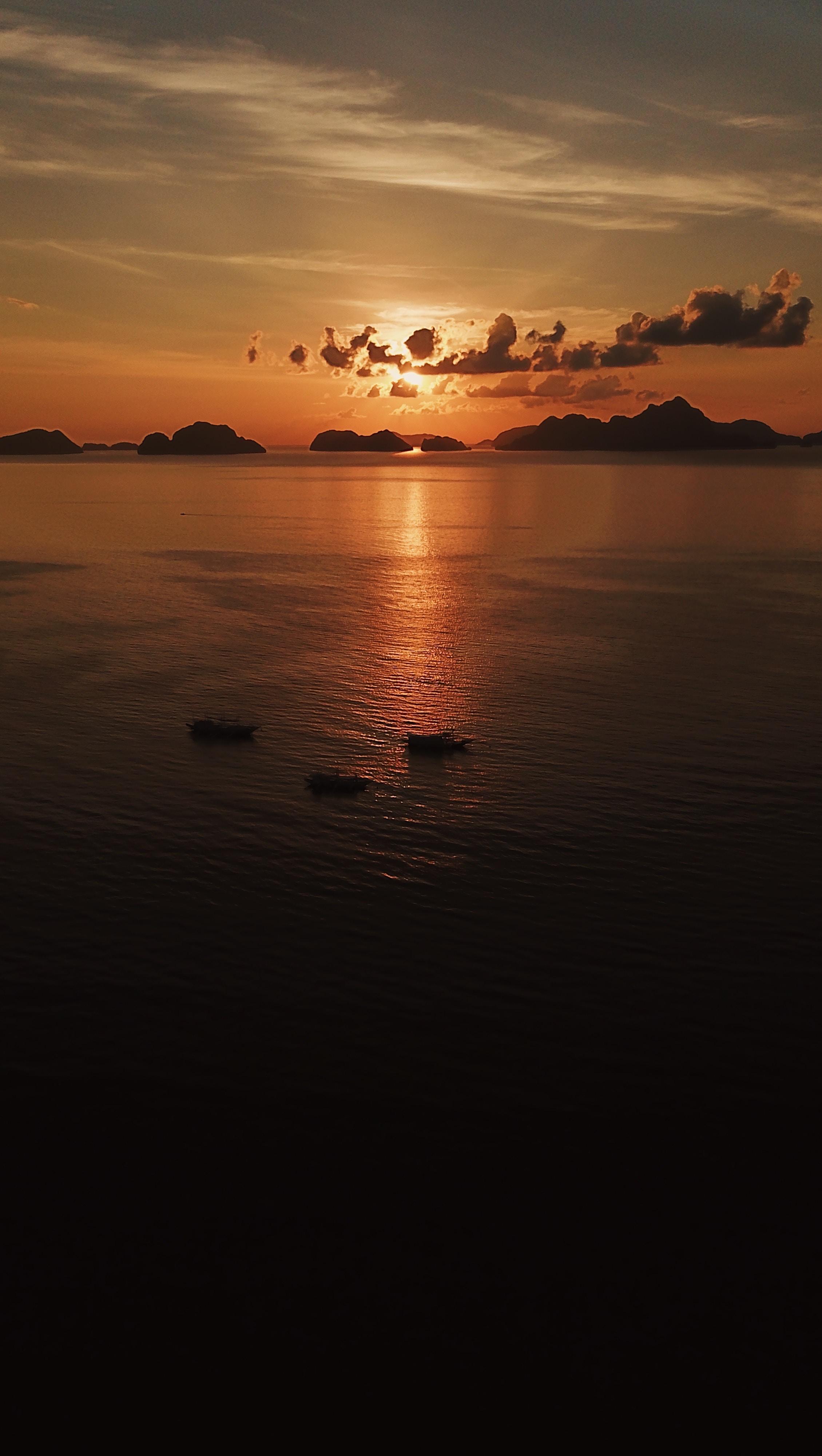 132560 скачать обои Темные, Море, Закат, Лодки, Вид Сверху, Сумерки, Темный - заставки и картинки бесплатно