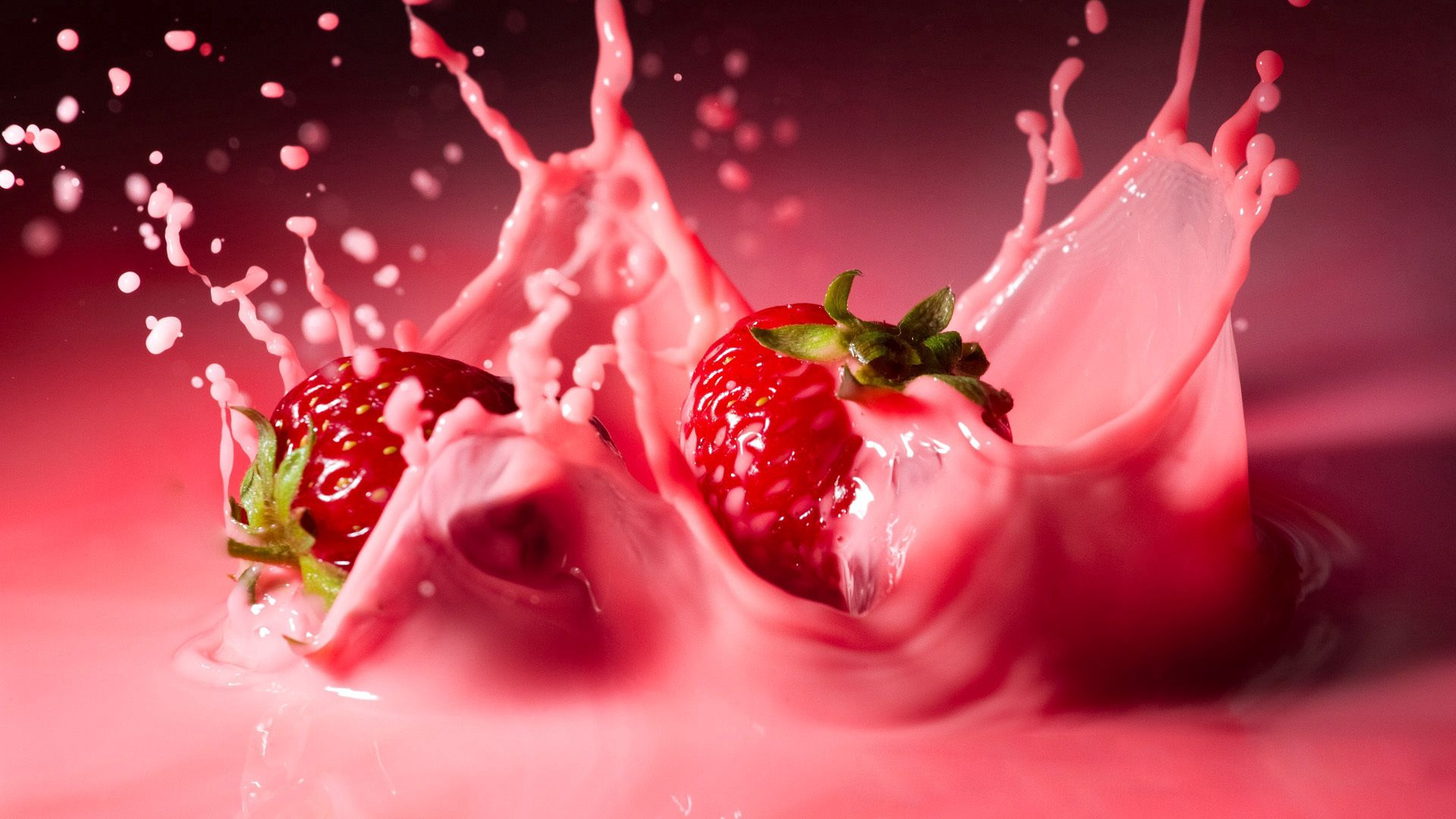 73526 download wallpaper Macro, Strawberry, Spray, Liquid, Splash screensavers and pictures for free