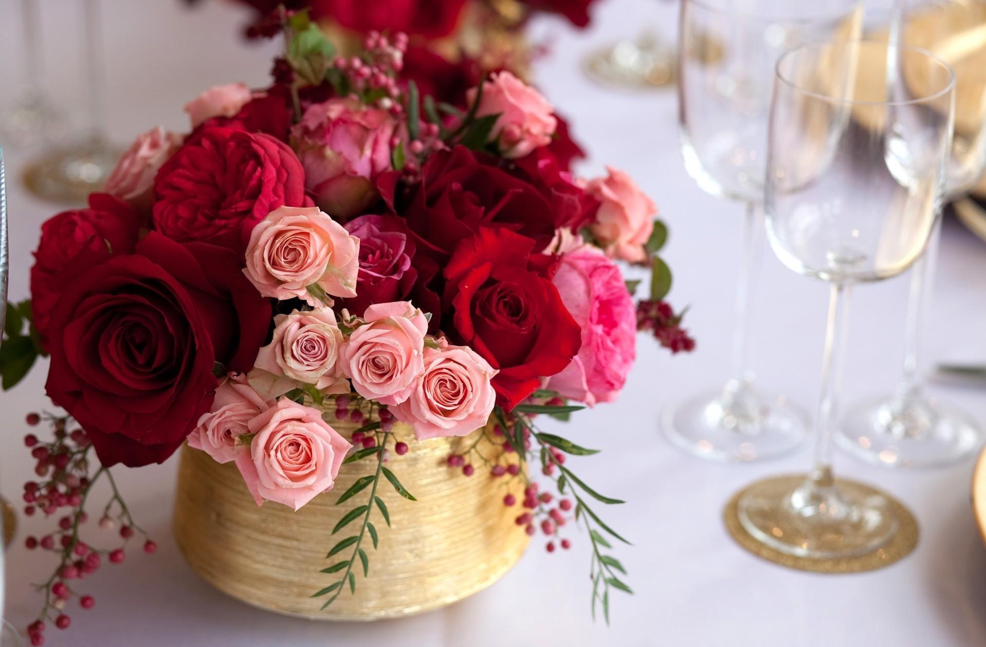 94324 descargar fondo de pantalla Roses, Flores, Bayas, Registro, Tipografía, Mesa, Copas De Vino: protectores de pantalla e imágenes gratis