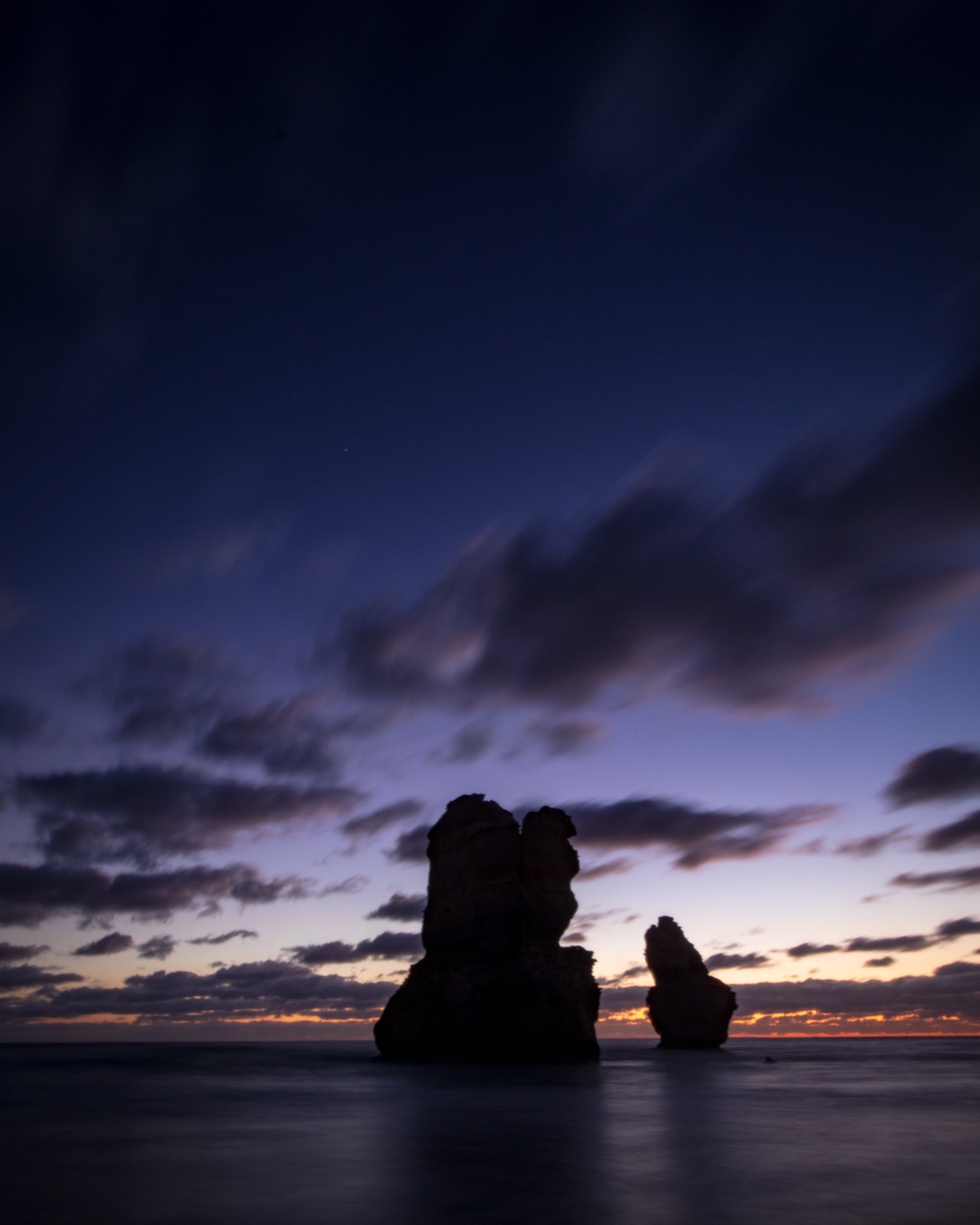 129122 download wallpaper Dark, Ocean, Rocks, Clouds, Dusk, Twilight screensavers and pictures for free