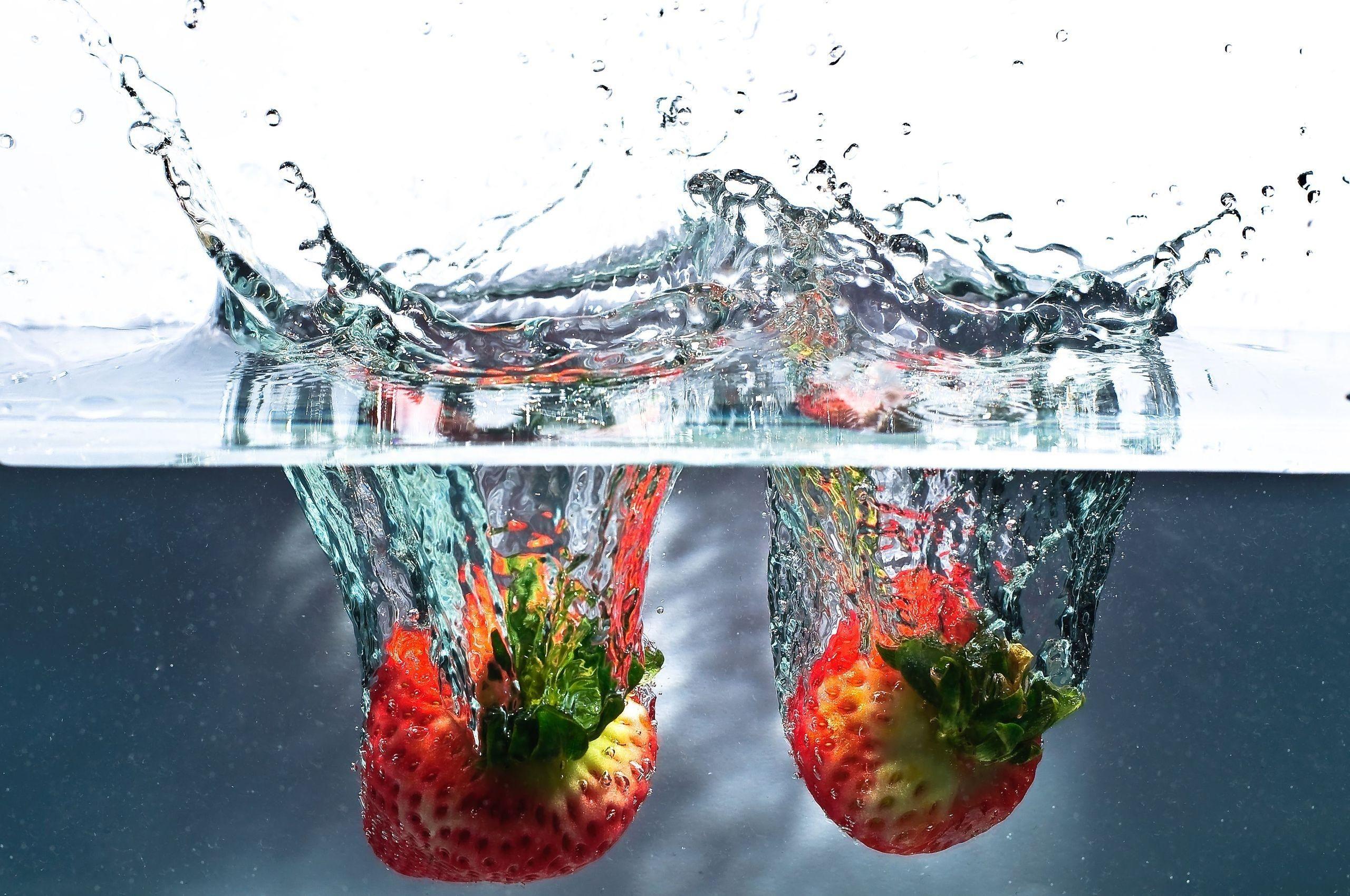 63477 免費下載壁紙 宏, 草莓, 夫妻, 情侣/夫妻, 浆果, 液体, 水, 溅, 飞溅 屏保和圖片
