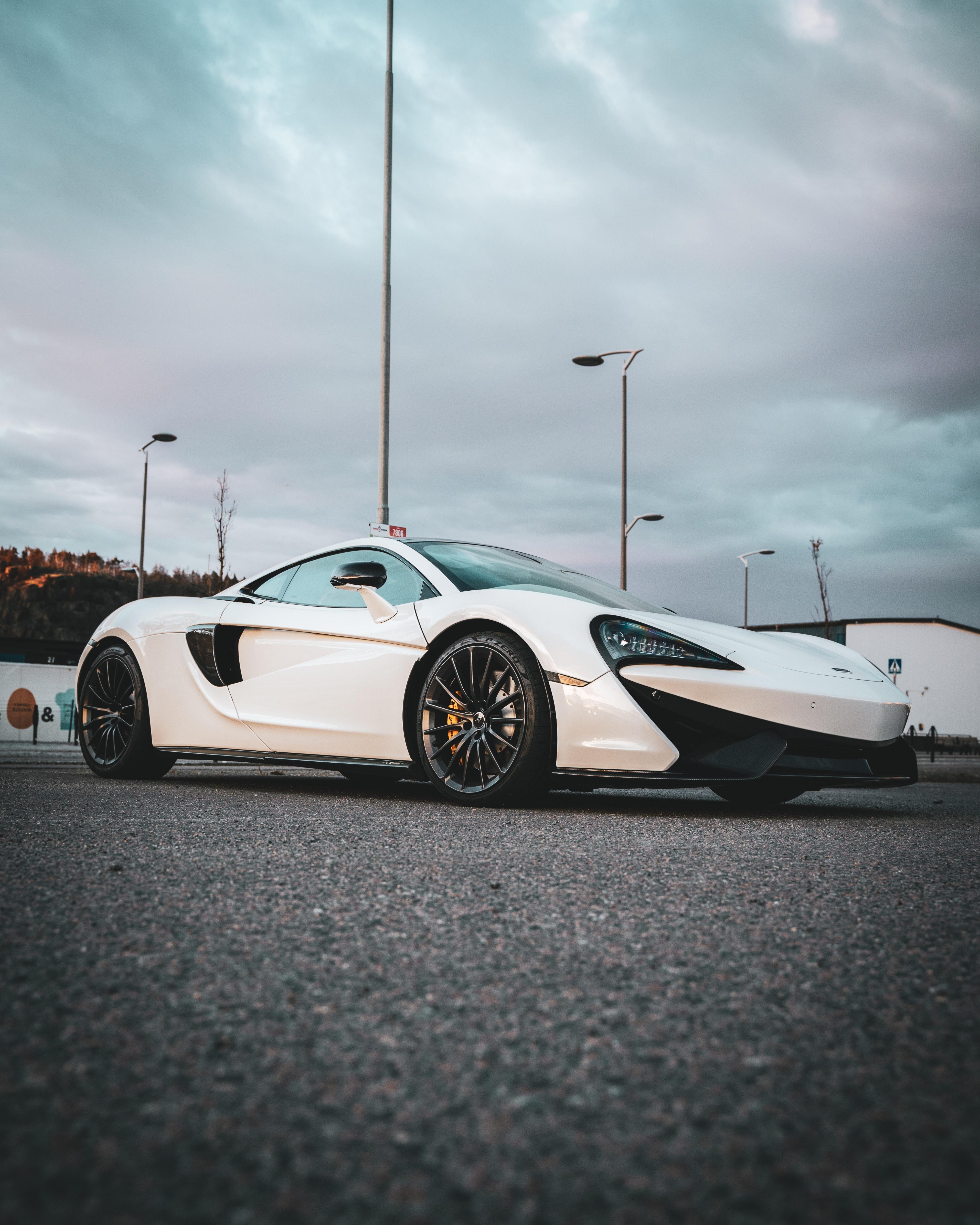 141317 скачать обои Bugatti Veyron, Тачки (Cars), Белый, Спорткар, Колесо - заставки и картинки бесплатно