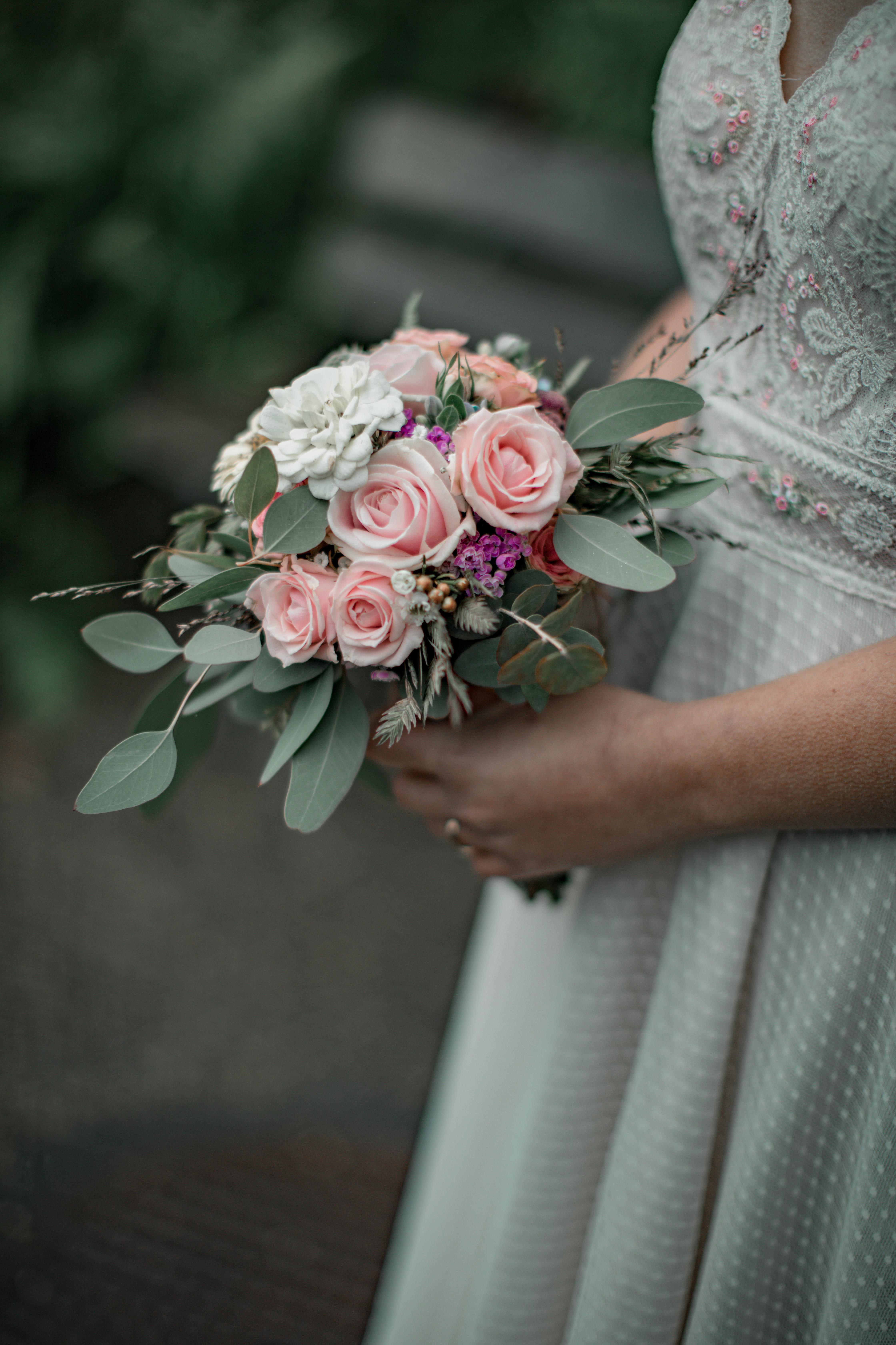 121550 скачать обои Свадьба, Цветы, Букет, Платье, Наряд - заставки и картинки бесплатно
