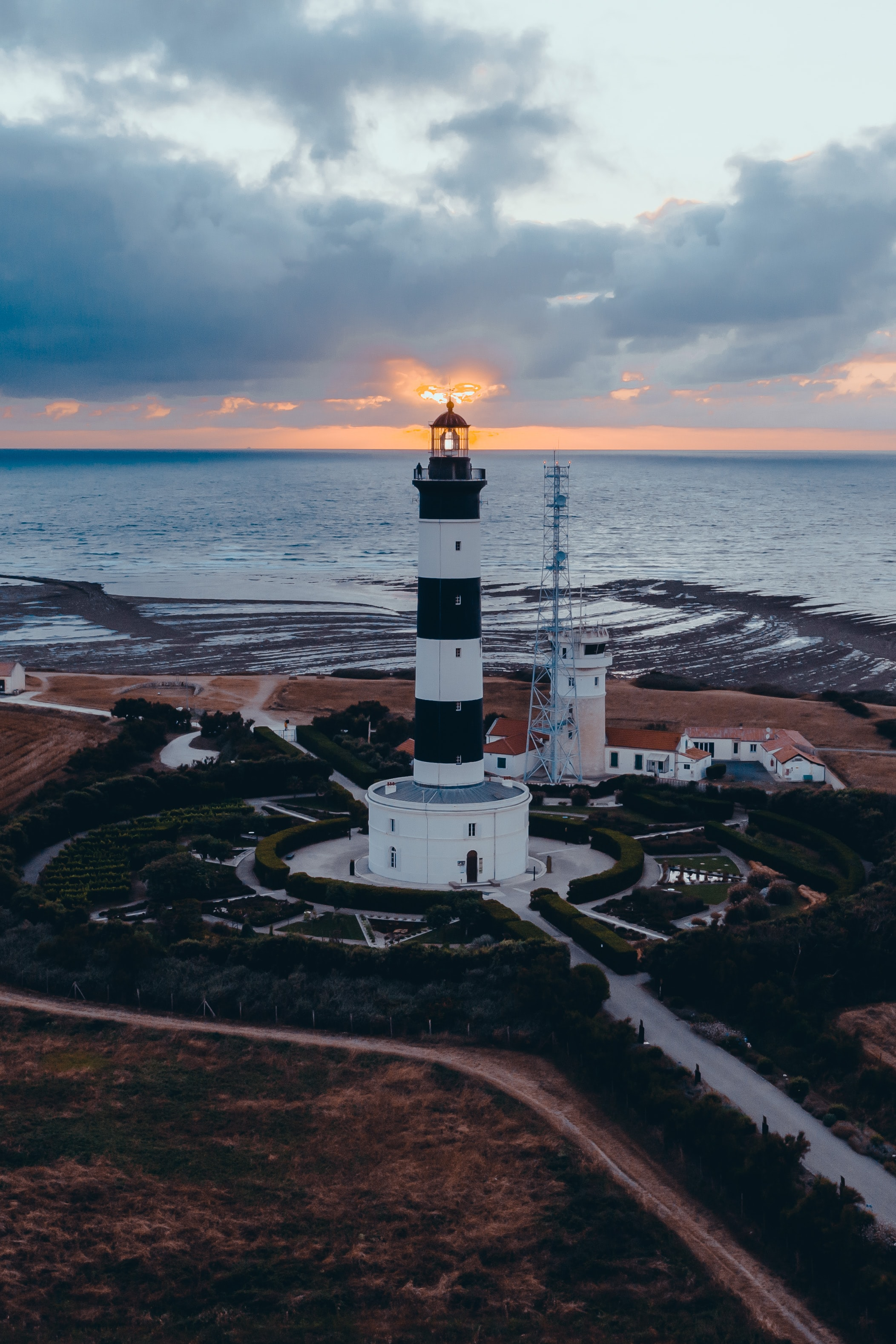 144037壁紙のダウンロード自然, 灯台, 建物, 海, 日没, 地平線-スクリーンセーバーと写真を無料で