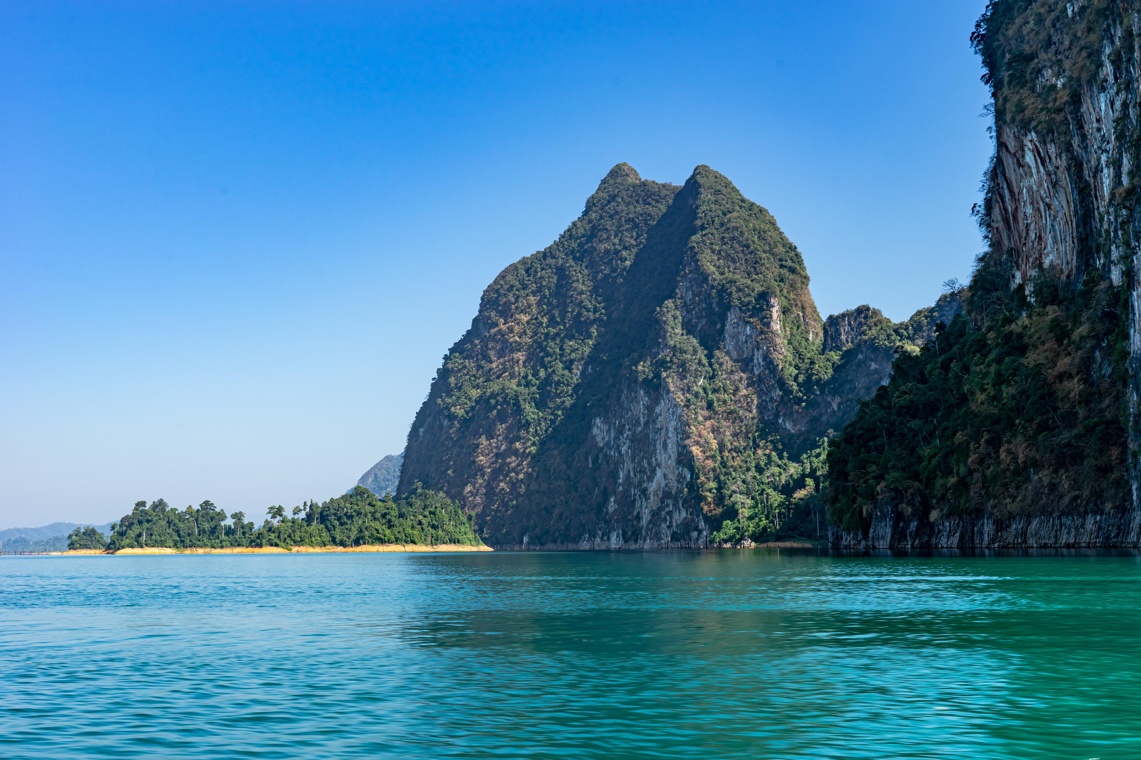 100393 Hintergrundbild 240x400 kostenlos auf deinem Handy, lade Bilder Natur, Wasser, Sea, Felsen, Rock, Ufer, Bank, Die Insel, Insel 240x400 auf dein Handy herunter