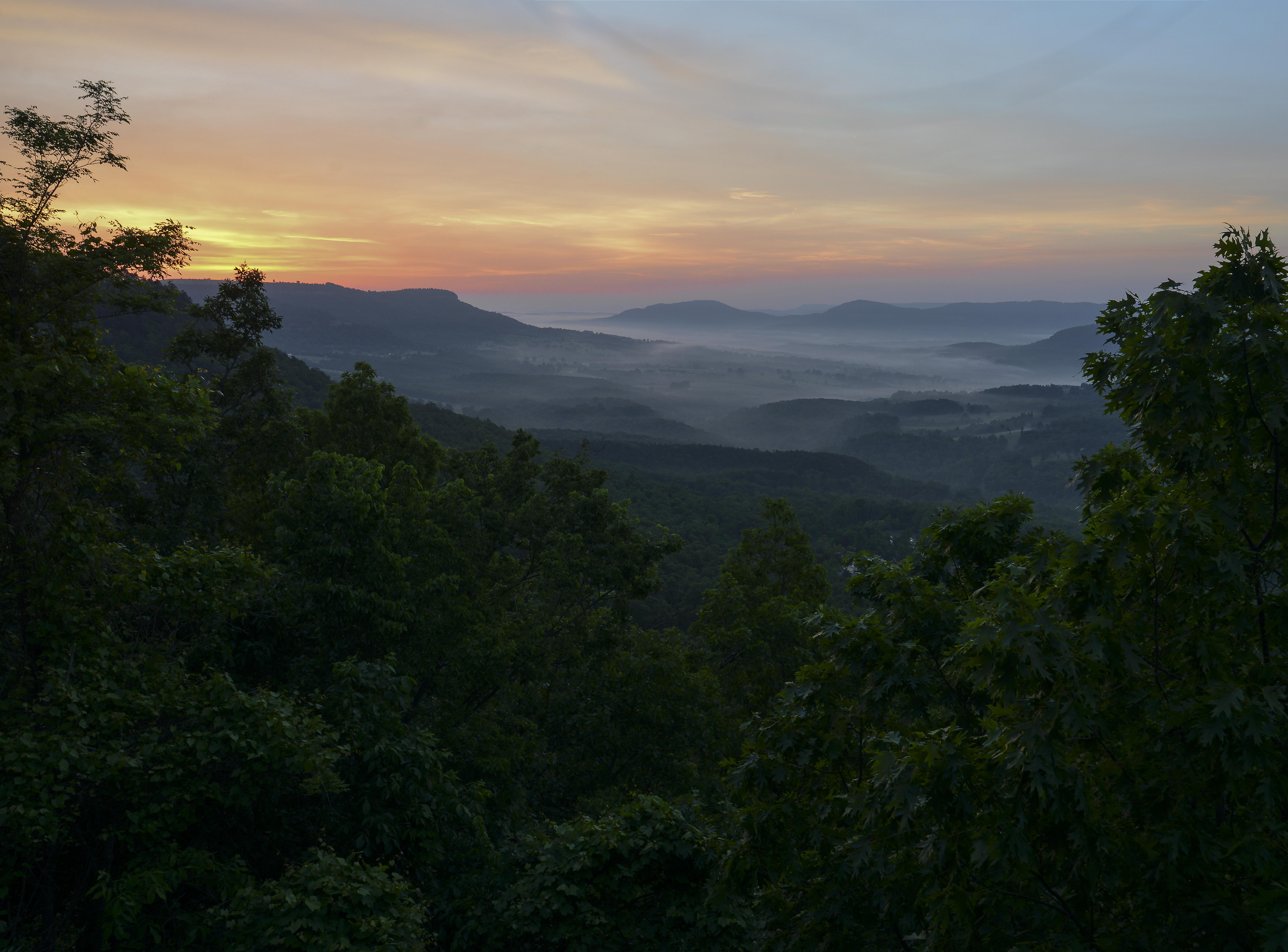 145433 Hintergrundbild herunterladen Landschaft, Natur, Bäume, Mountains, Nebel, Dämmerung, Twilight - Bildschirmschoner und Bilder kostenlos