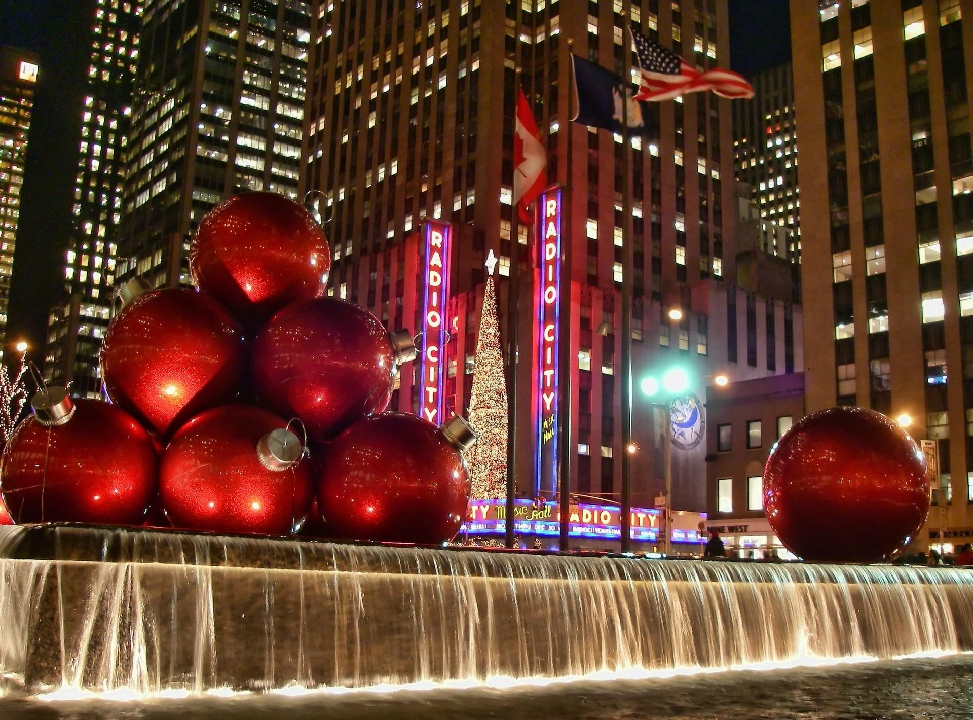 71840 Screensavers and Wallpapers Fountain for phone. Download Holidays, Night, Fountain, Christmas Decorations, Christmas Tree Toys, Balls, Street pictures for free