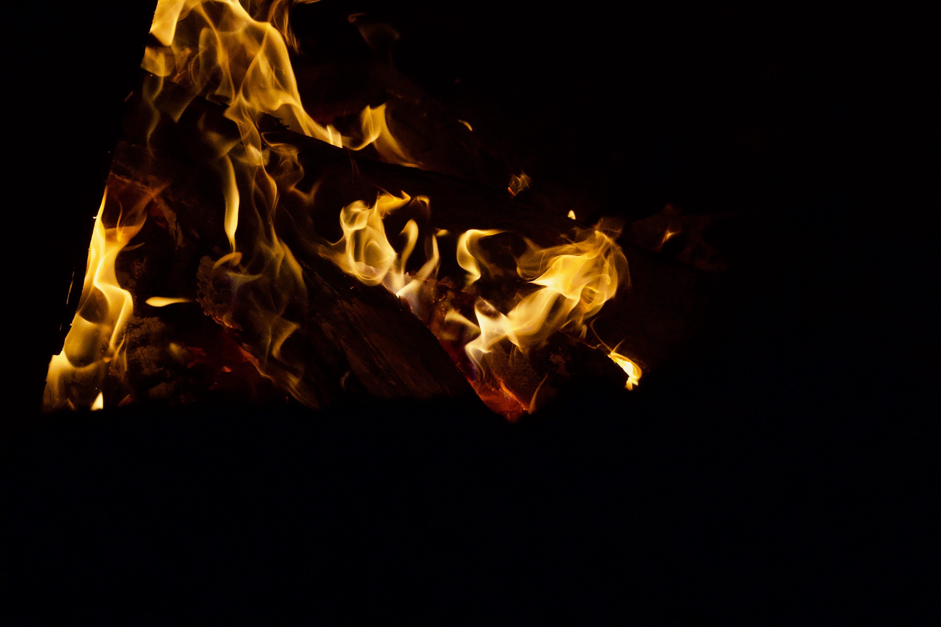 99898 免費下載壁紙 黑暗的, 黑暗, 篝火, 火焰, 火, 黑色的, 夜 屏保和圖片