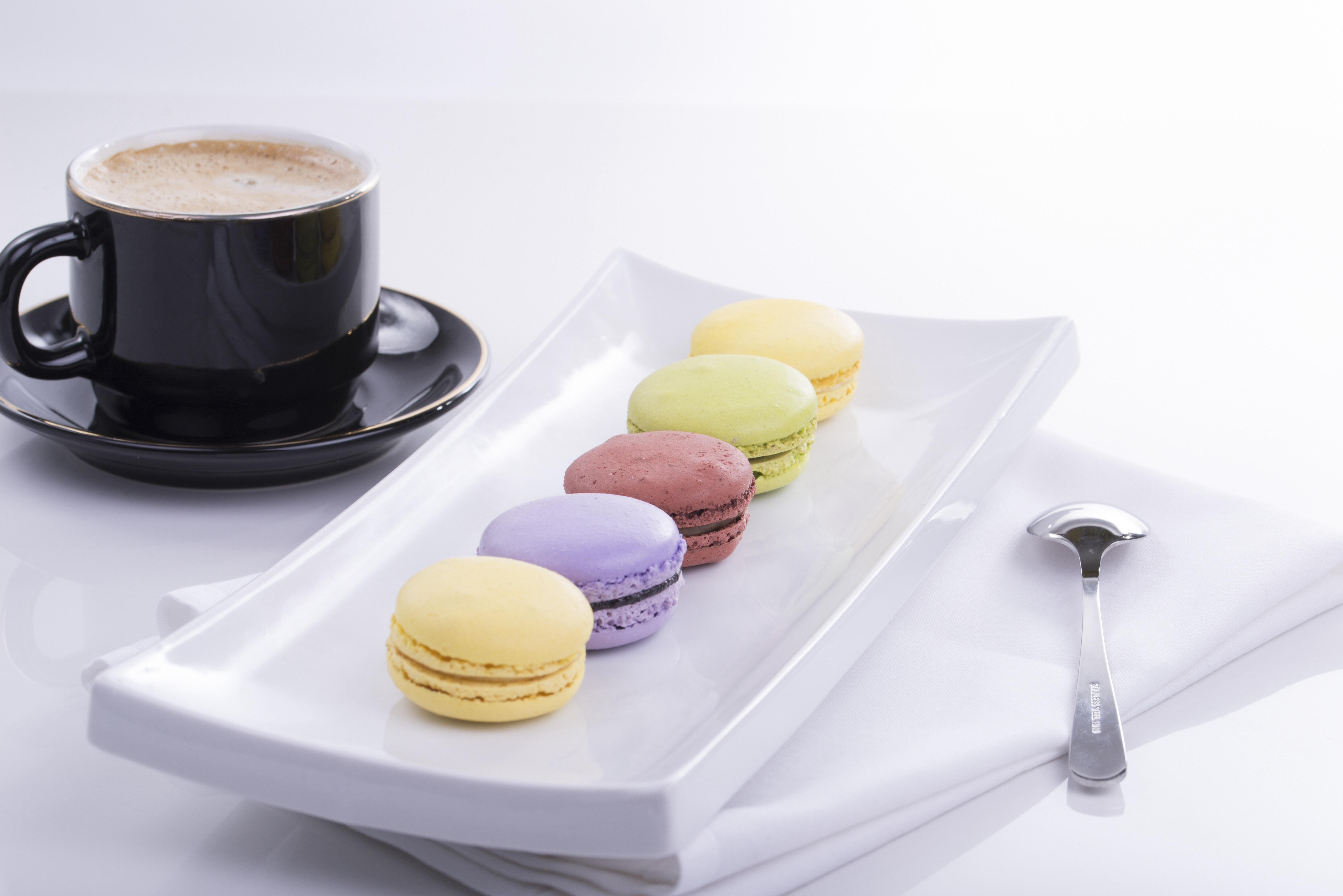 131381 скачать обои Кофе, Еда, Посуда, Миндальное Печенье, Macaron - заставки и картинки бесплатно