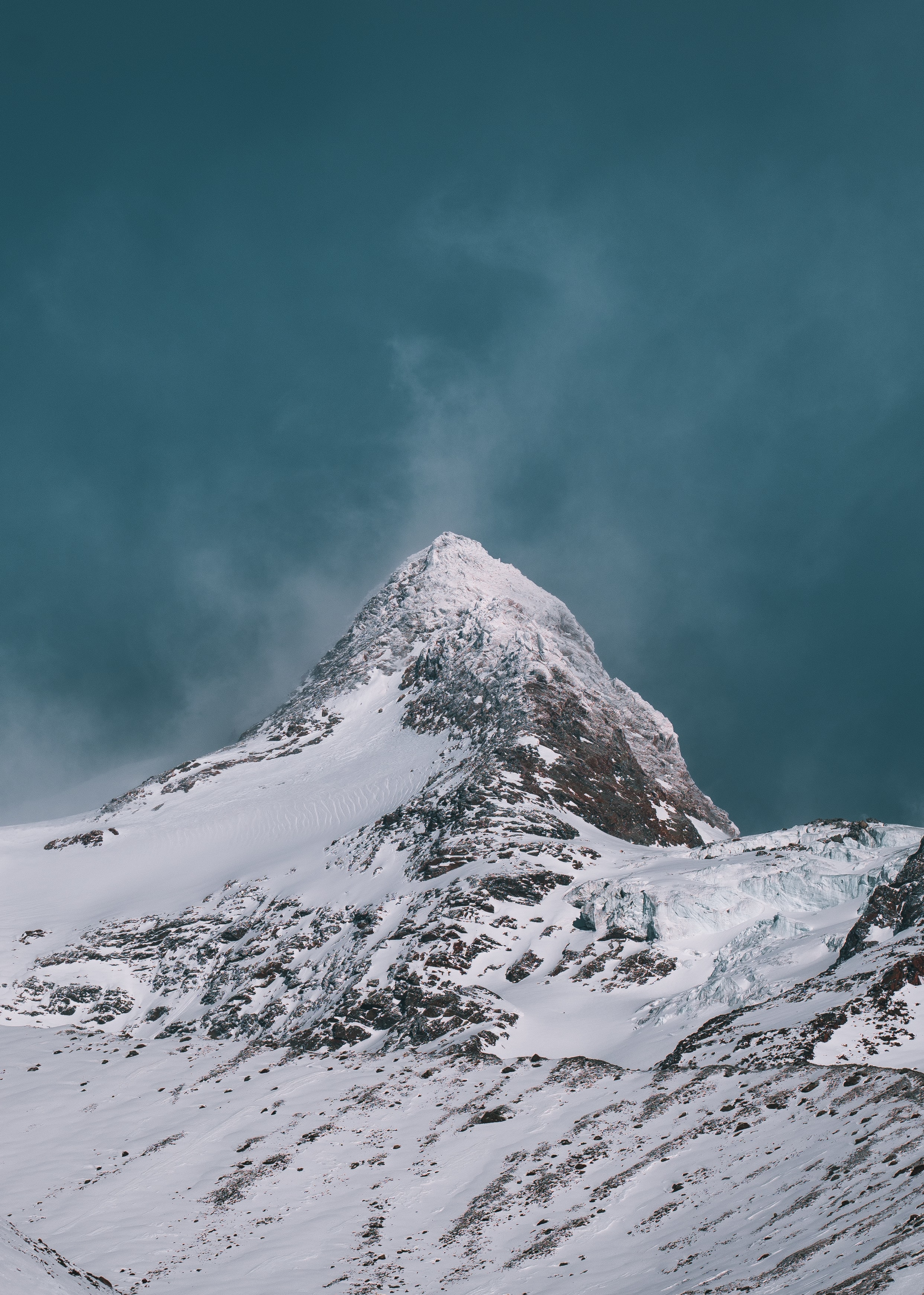 139266 download wallpaper Nature, Vertex, Top, Snow, Snow Covered, Snowbound, Slope, Sky, Mountains screensavers and pictures for free