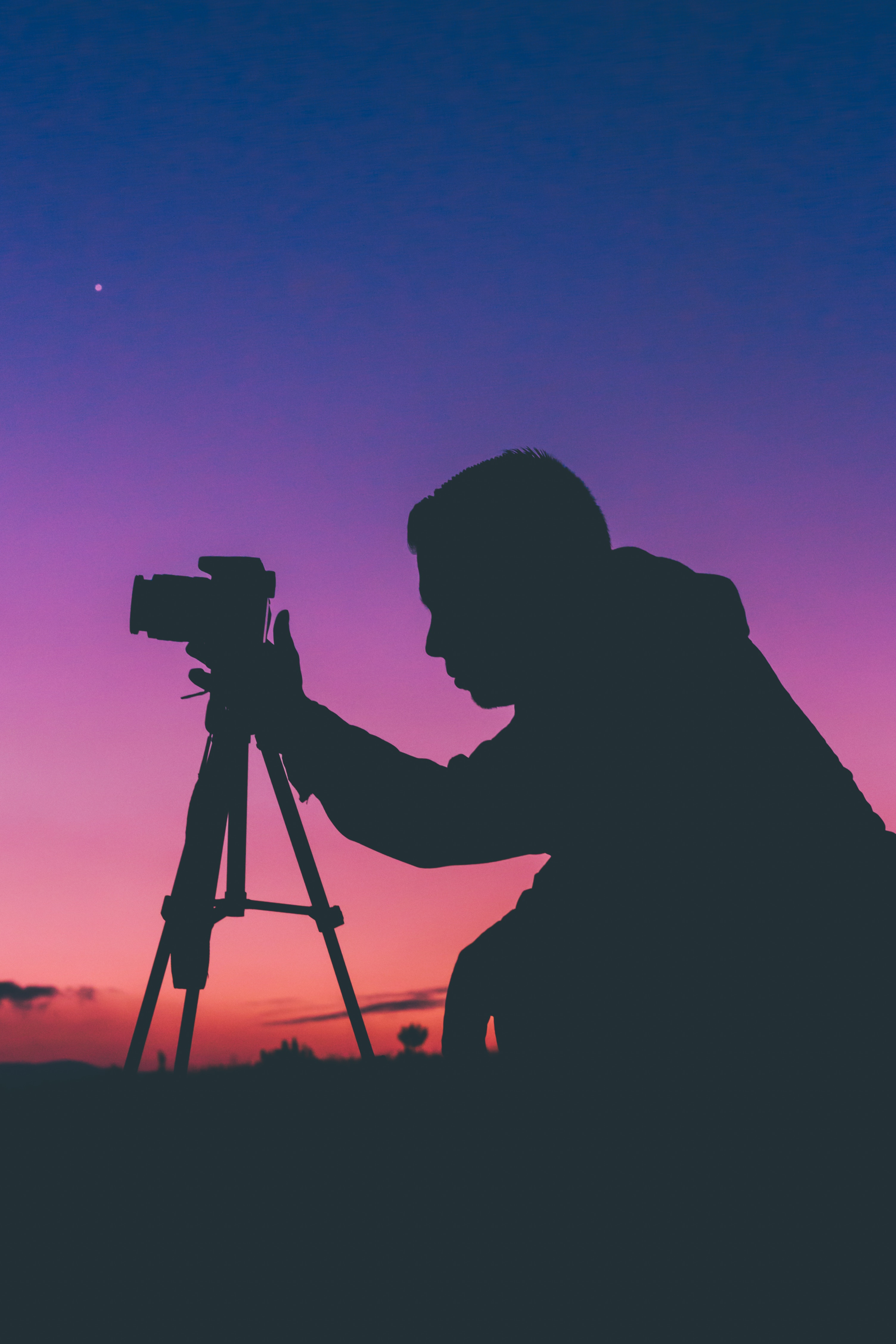 55827 download wallpaper Sunset, Dark, Silhouette, Human, Person, Photographer, Camera screensavers and pictures for free