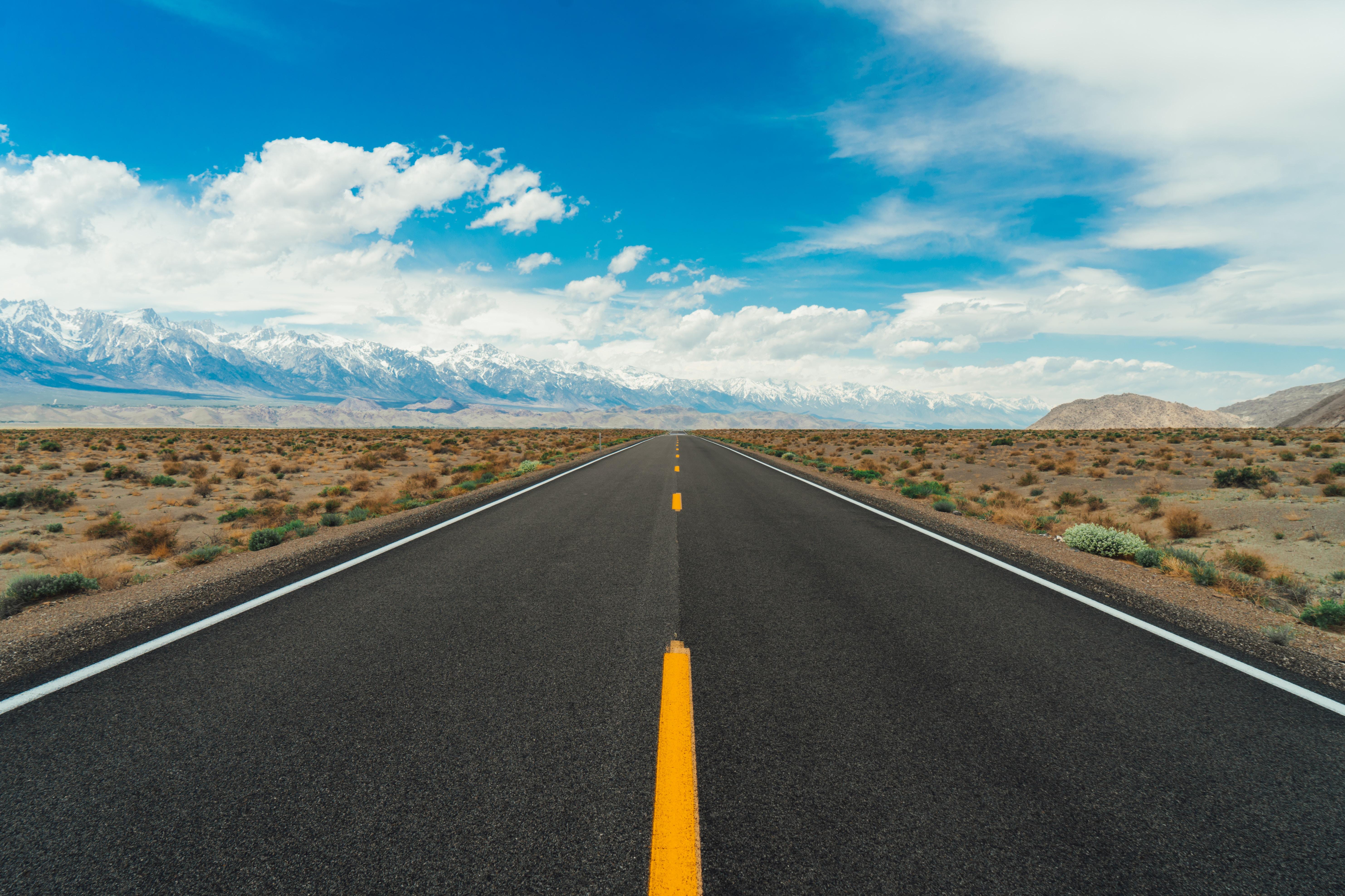 142583 Заставки и Обои Пустыня на телефон. Скачать Дорога, Природа, Горы, Пустыня, Горизонт, Асфальт, Даль картинки бесплатно