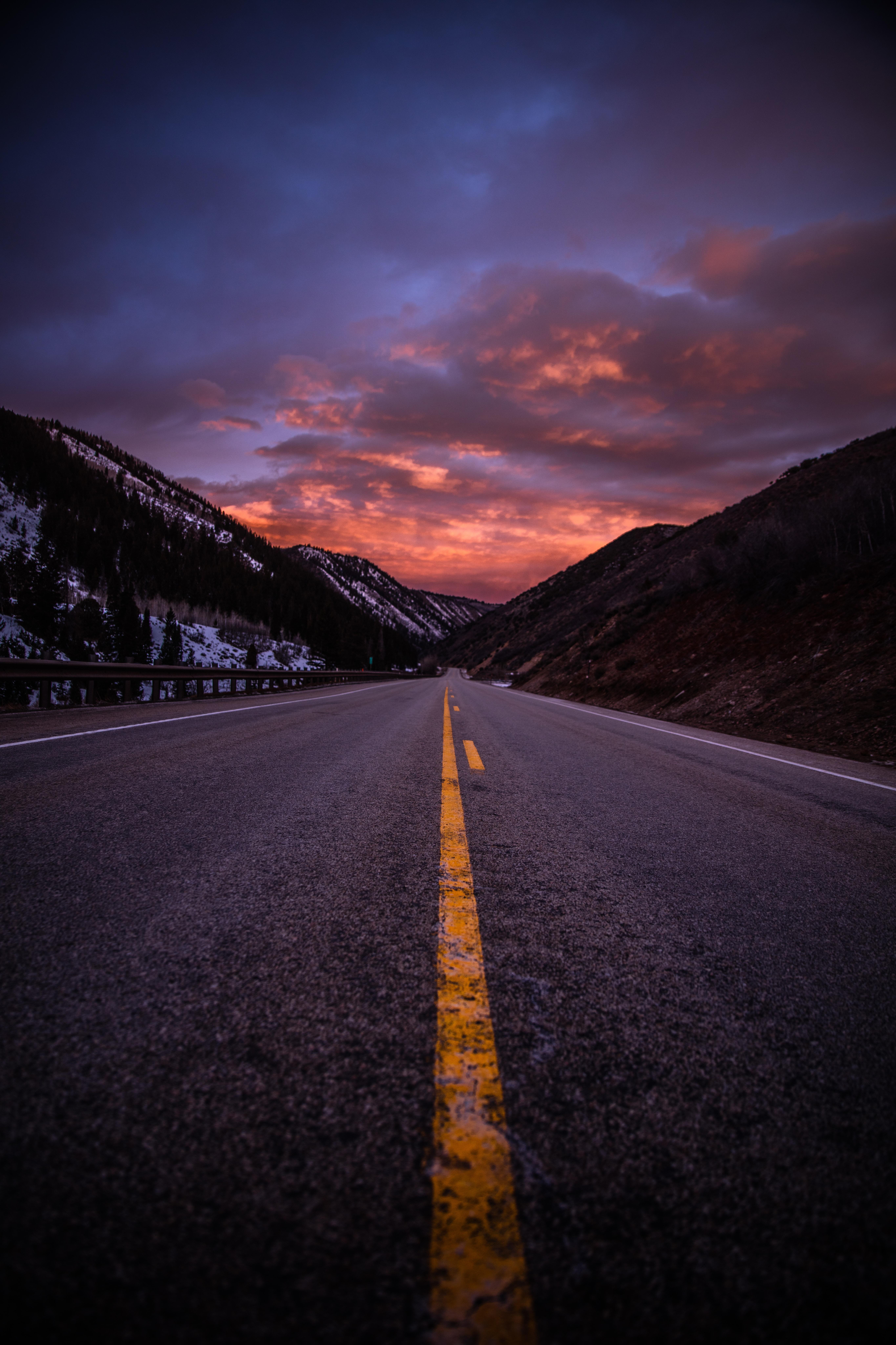 84101壁紙のダウンロード自然, 道路, 道, マークアップ, イブニング, 夕方, 山脈-スクリーンセーバーと写真を無料で