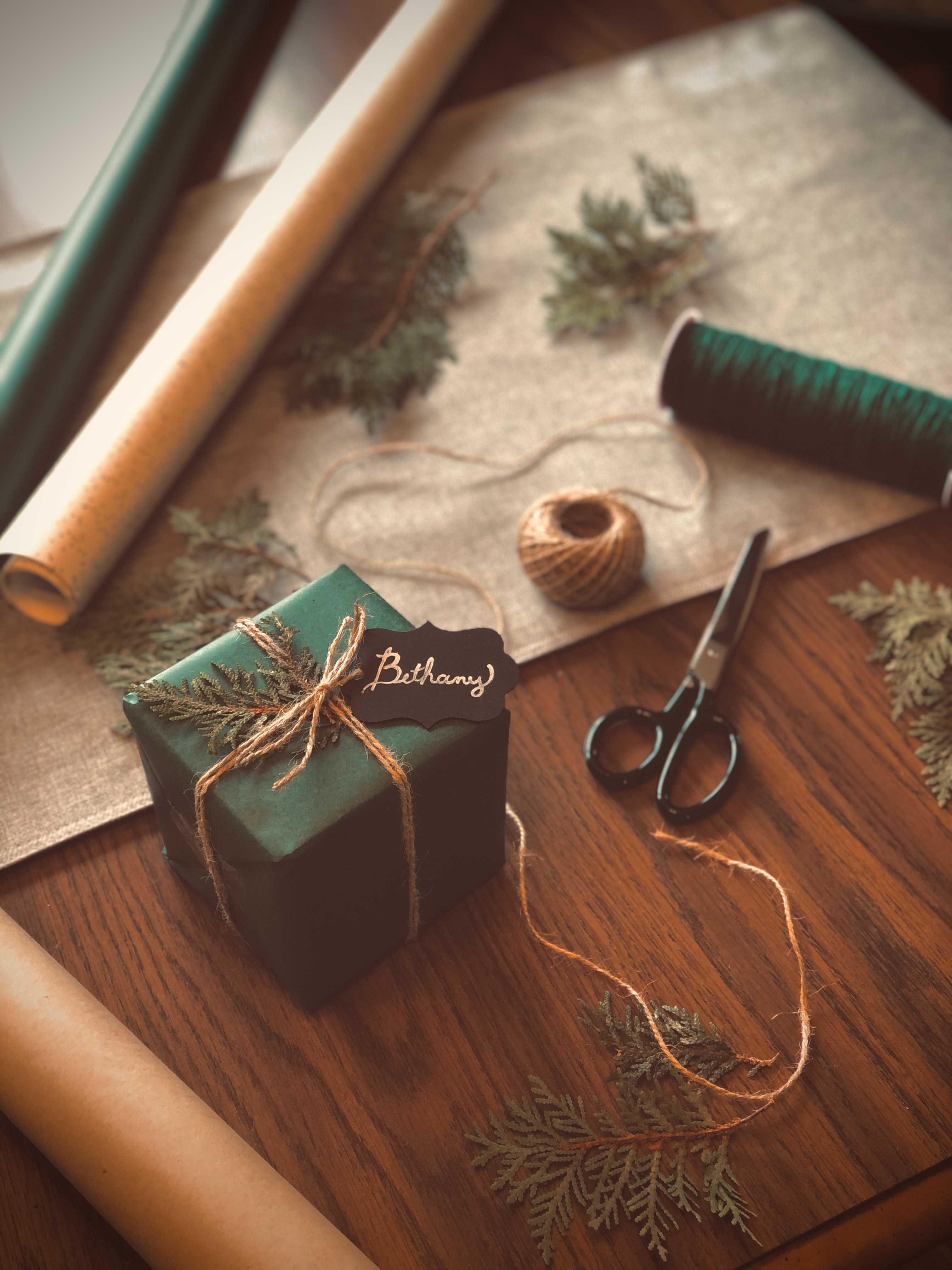 144824 download wallpaper Miscellanea, Miscellaneous, Present, Gift, Box, Scissors, Threads, Thread, Branches screensavers and pictures for free